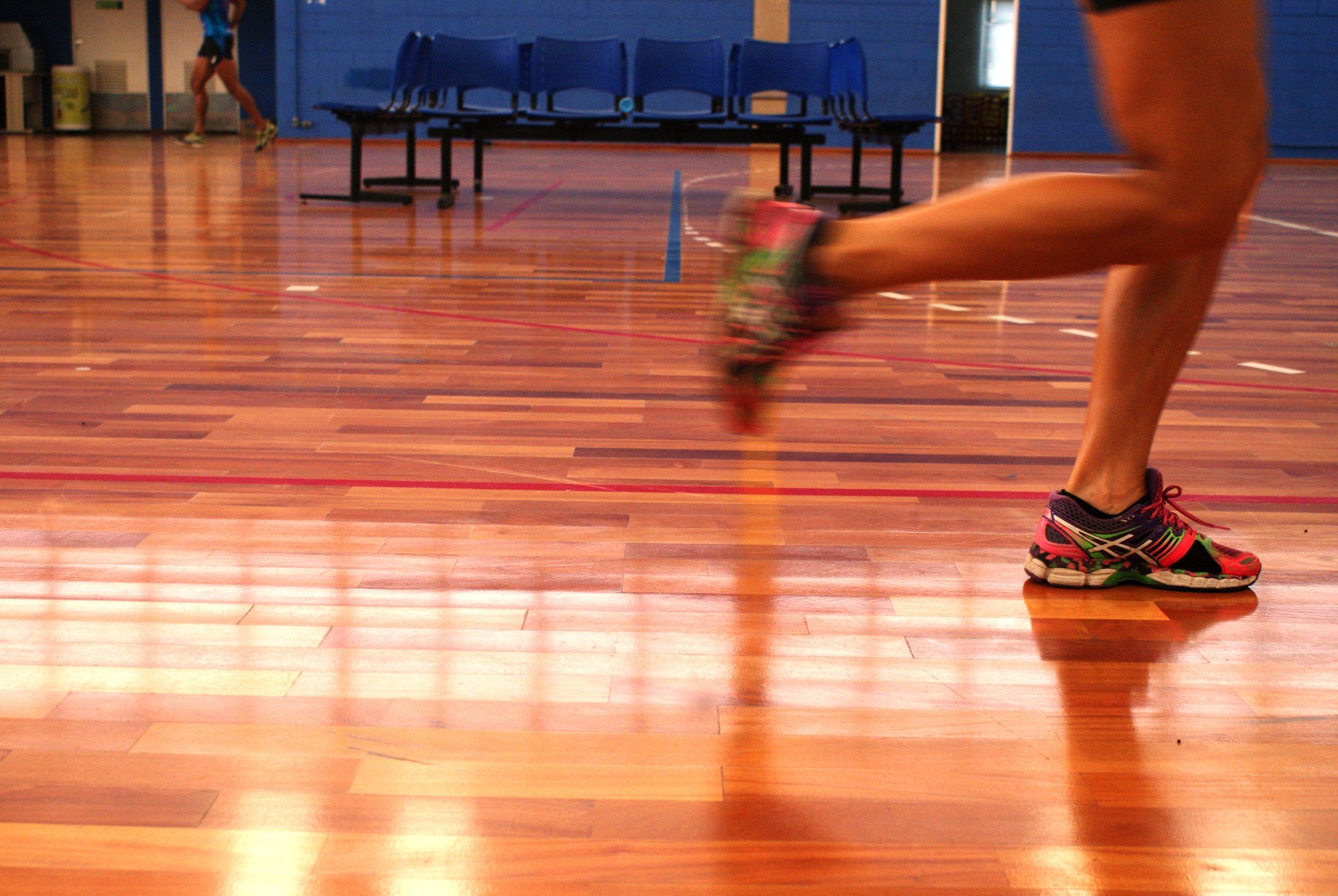 Atletas de Salto com Vara do Clube Pinheiros passam por testes no NAR