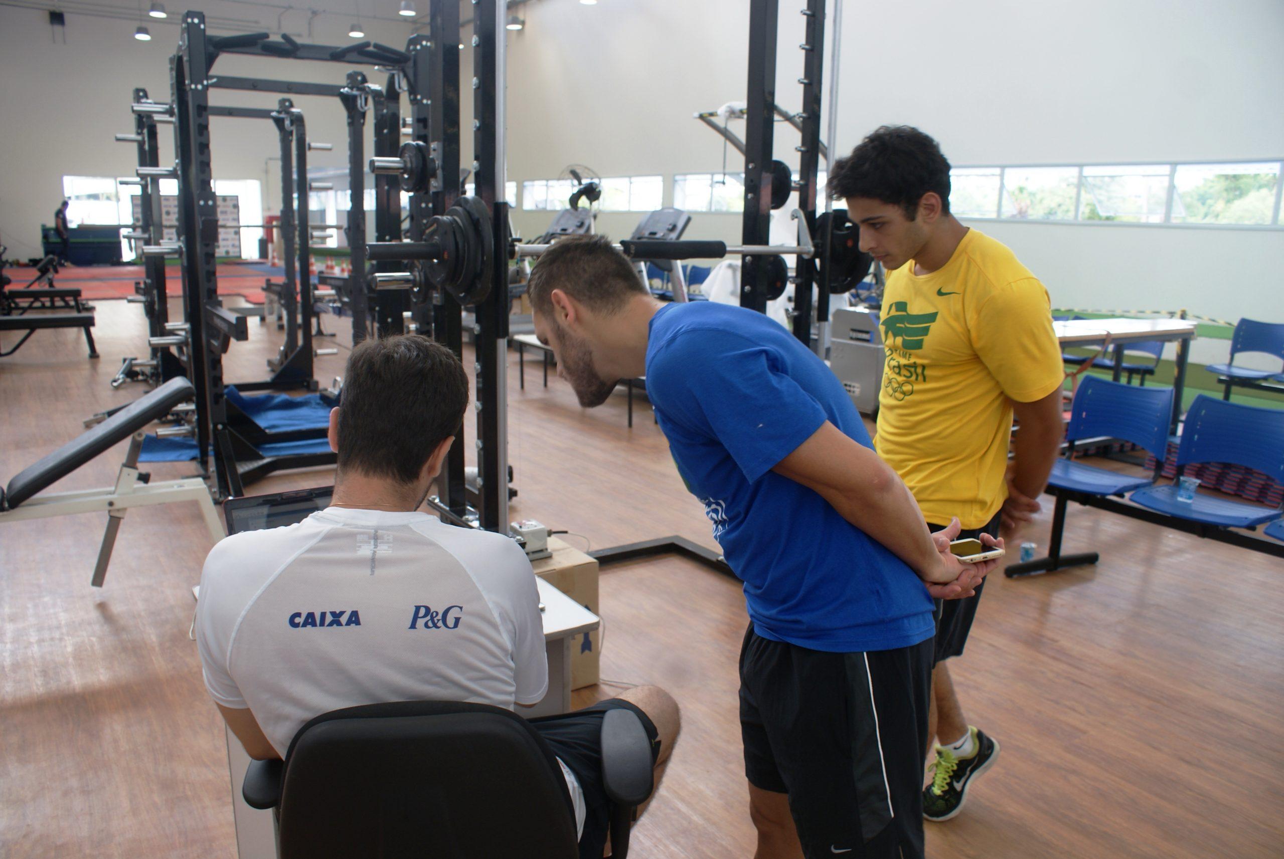 Sob o olhar de Douglas Brose, Vinícius Figueira busca a classificação para os Jogos Pan-Americanos