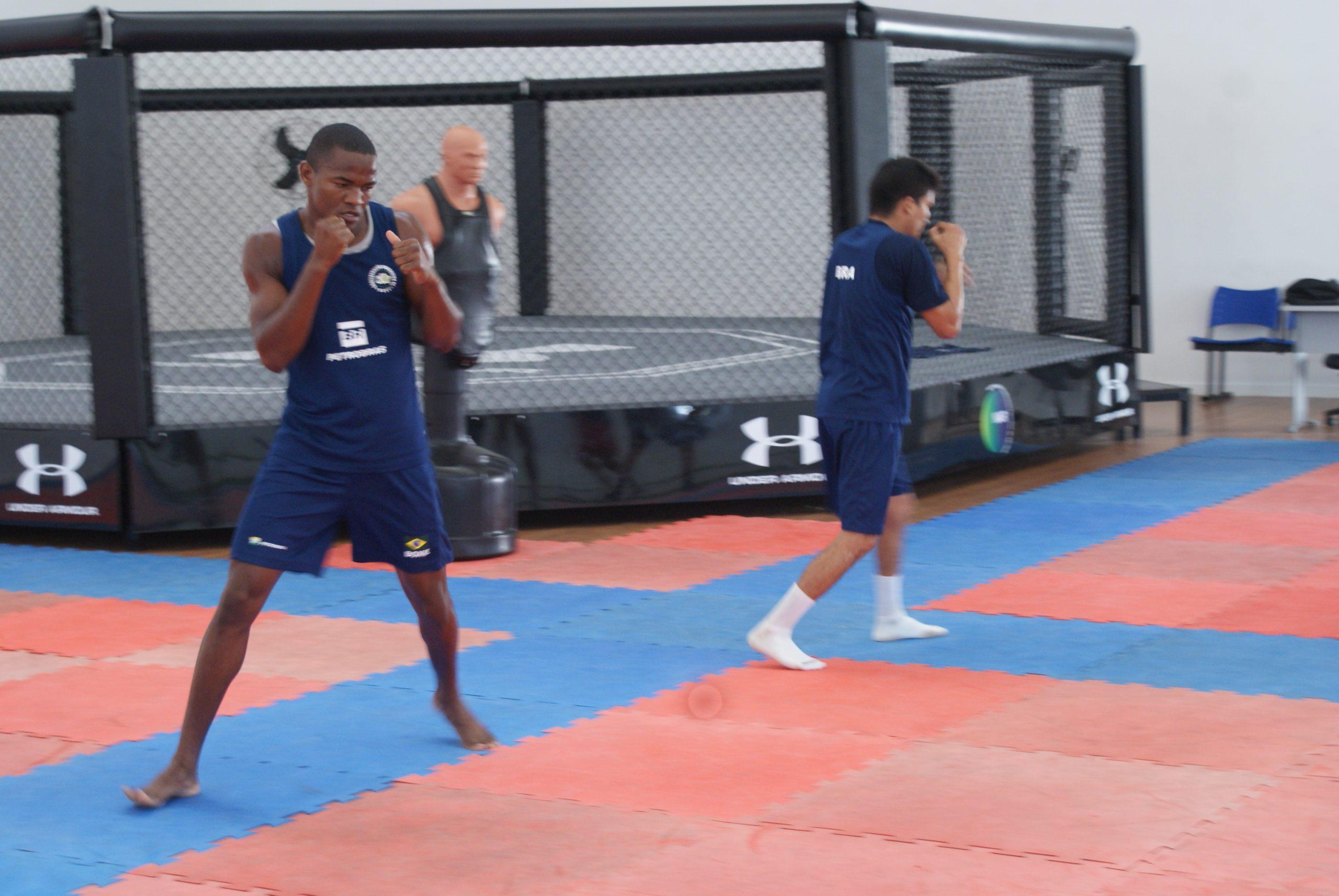 Em casa, seleção brasileira de boxe treina no NAR