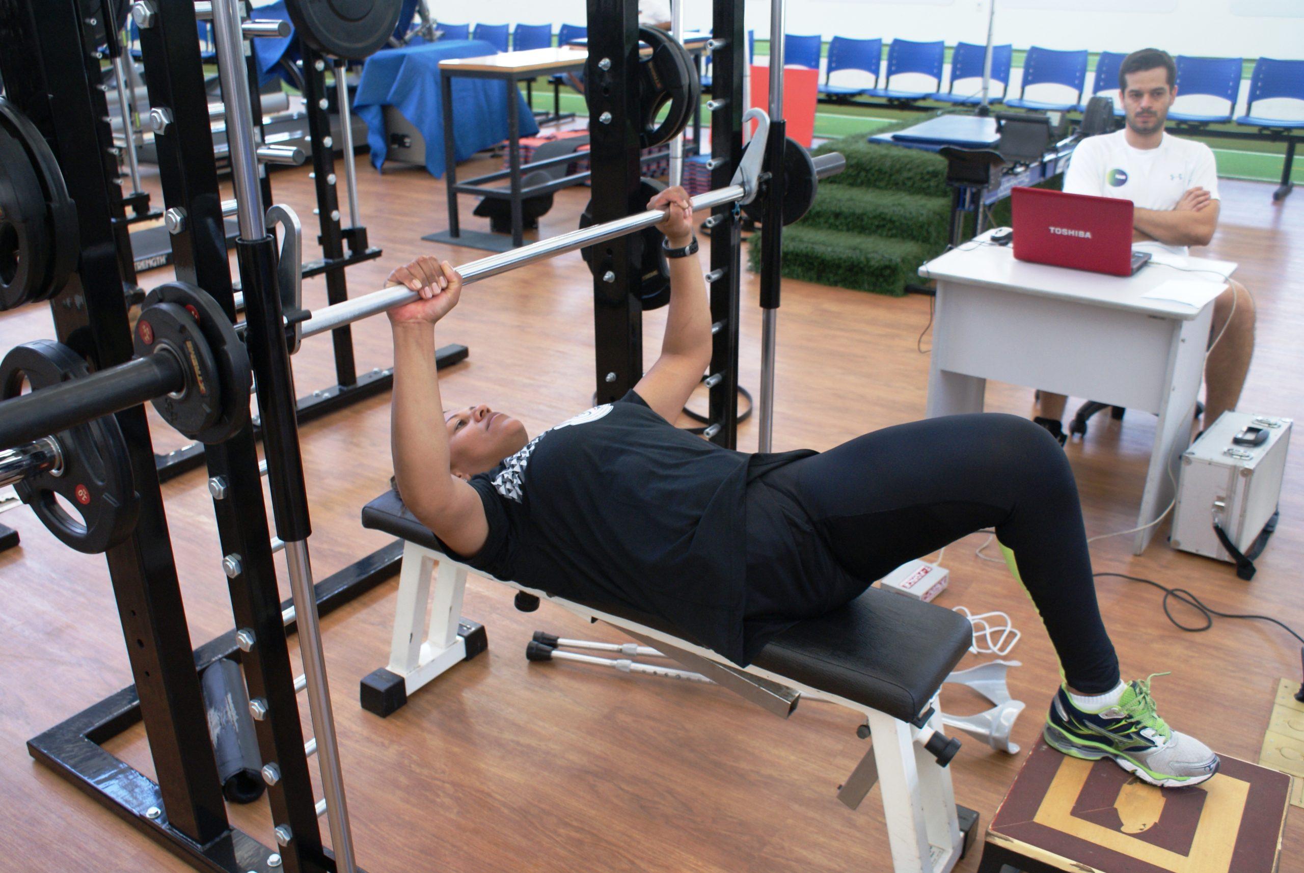 Esperança de medalha, Cláudia Sabino treina no NAR