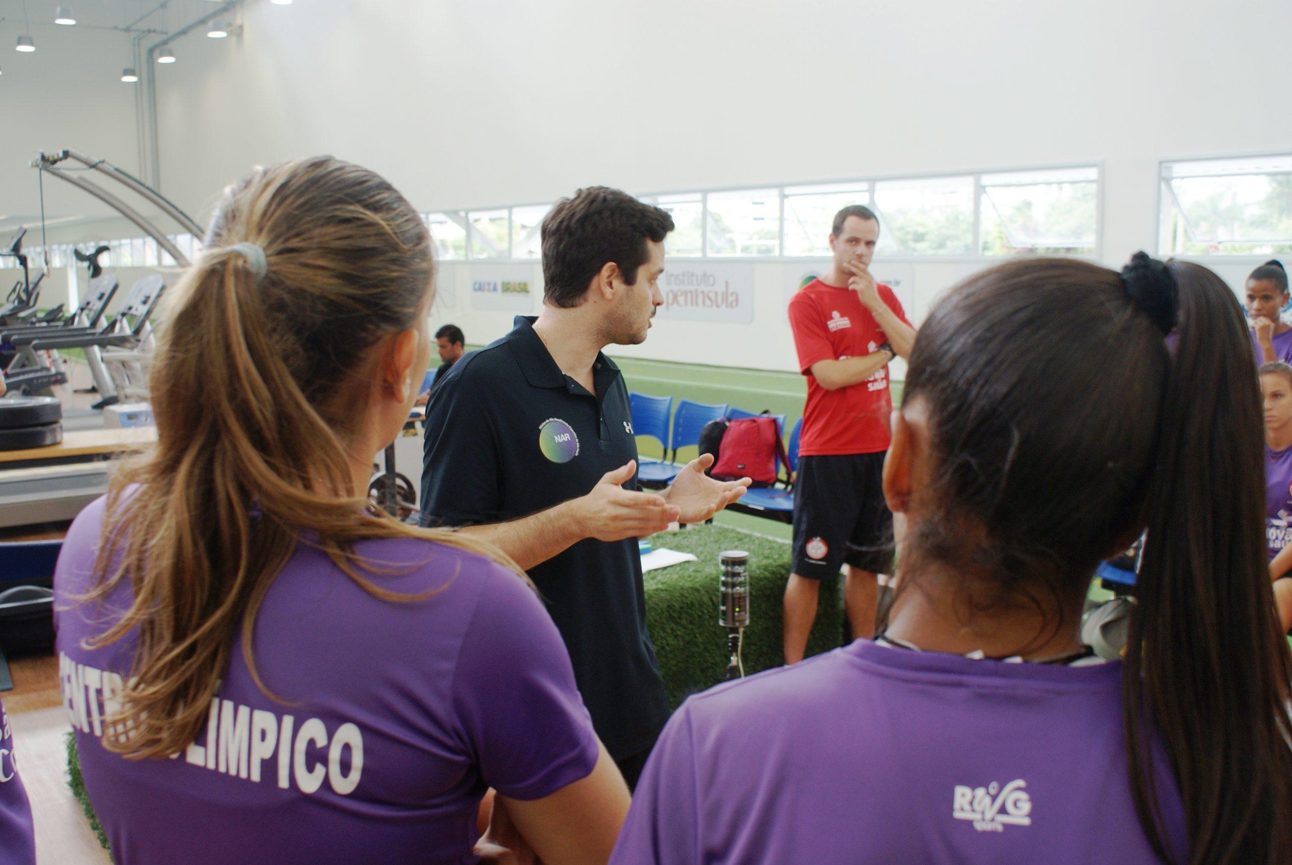 Equipe de futebol feminino do Grêmio Oscar-Audax passa por avaliações no NAR