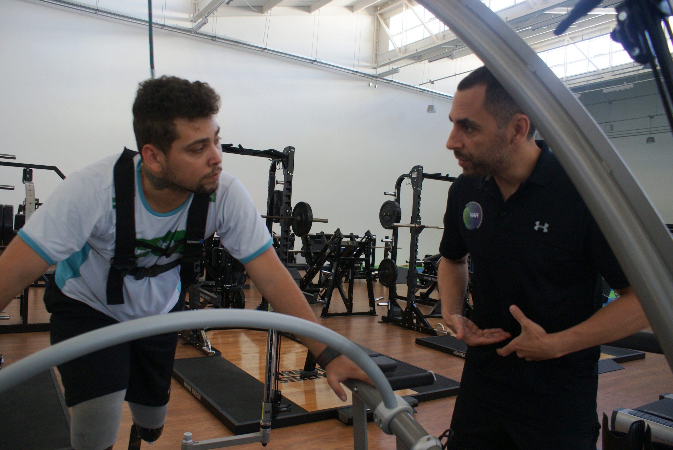 Seleção de Atletismo Paralímpico treina overspeed em esteira especializada