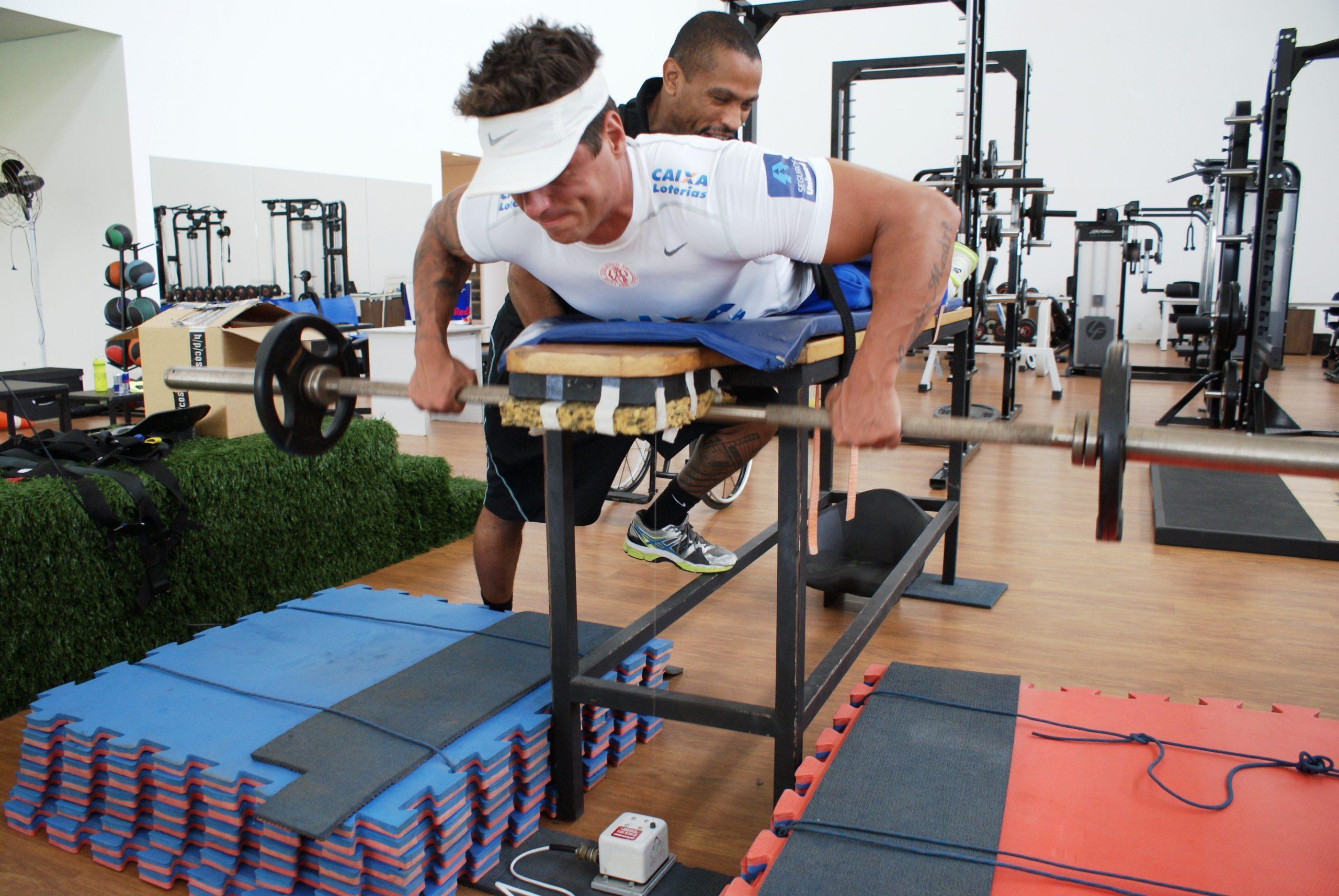 Em preparação para a Copa do Mundo, Fernando Fernandes treina no NAR