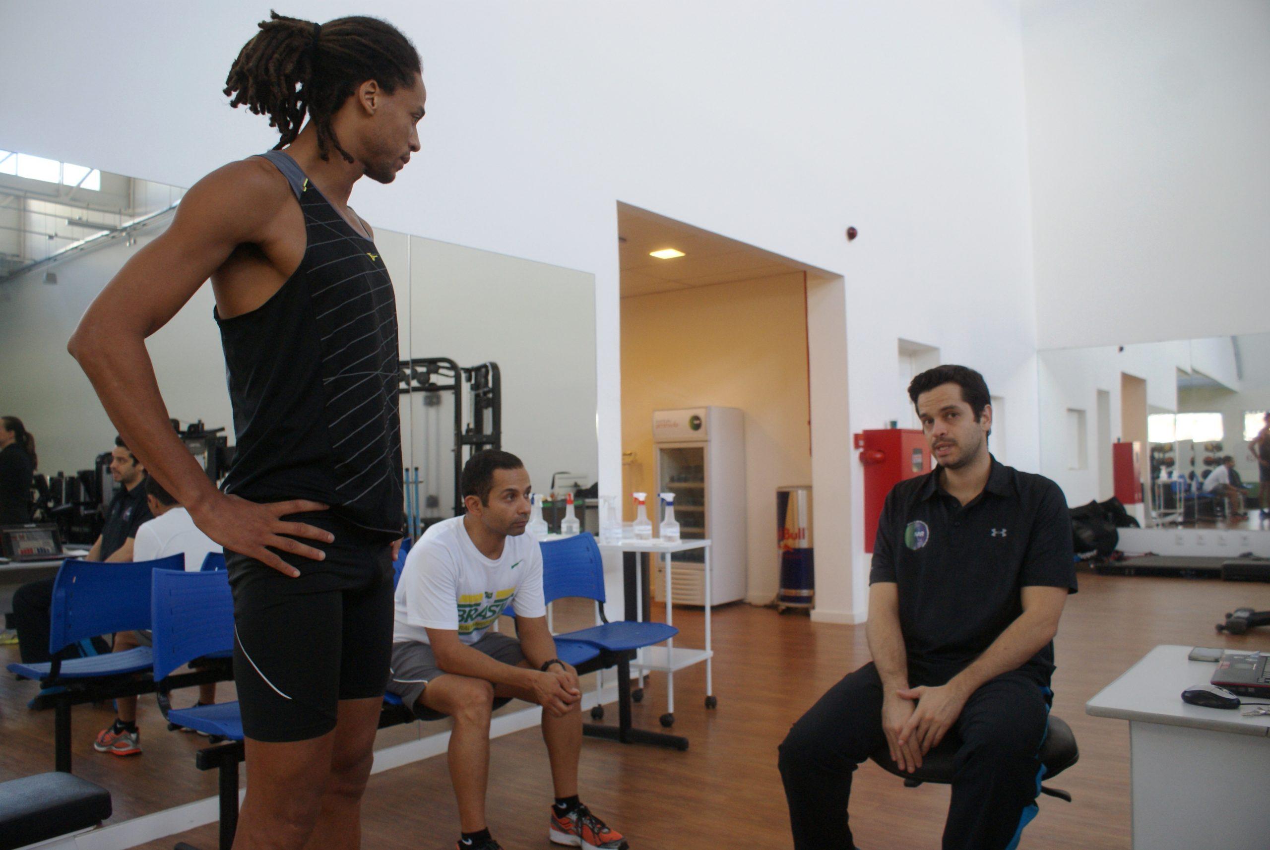 De olho nas Paralimpíadas e no Mundial, os triatletas Rodrigo Feola e Ademir Paulino são avaliados no NAR