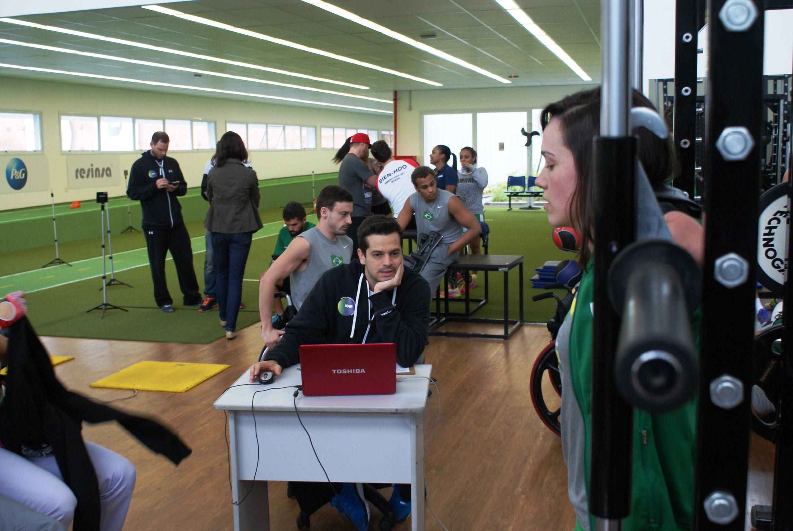 Seleção brasileira de jovens da natação paralímpica continua avaliações no NAR