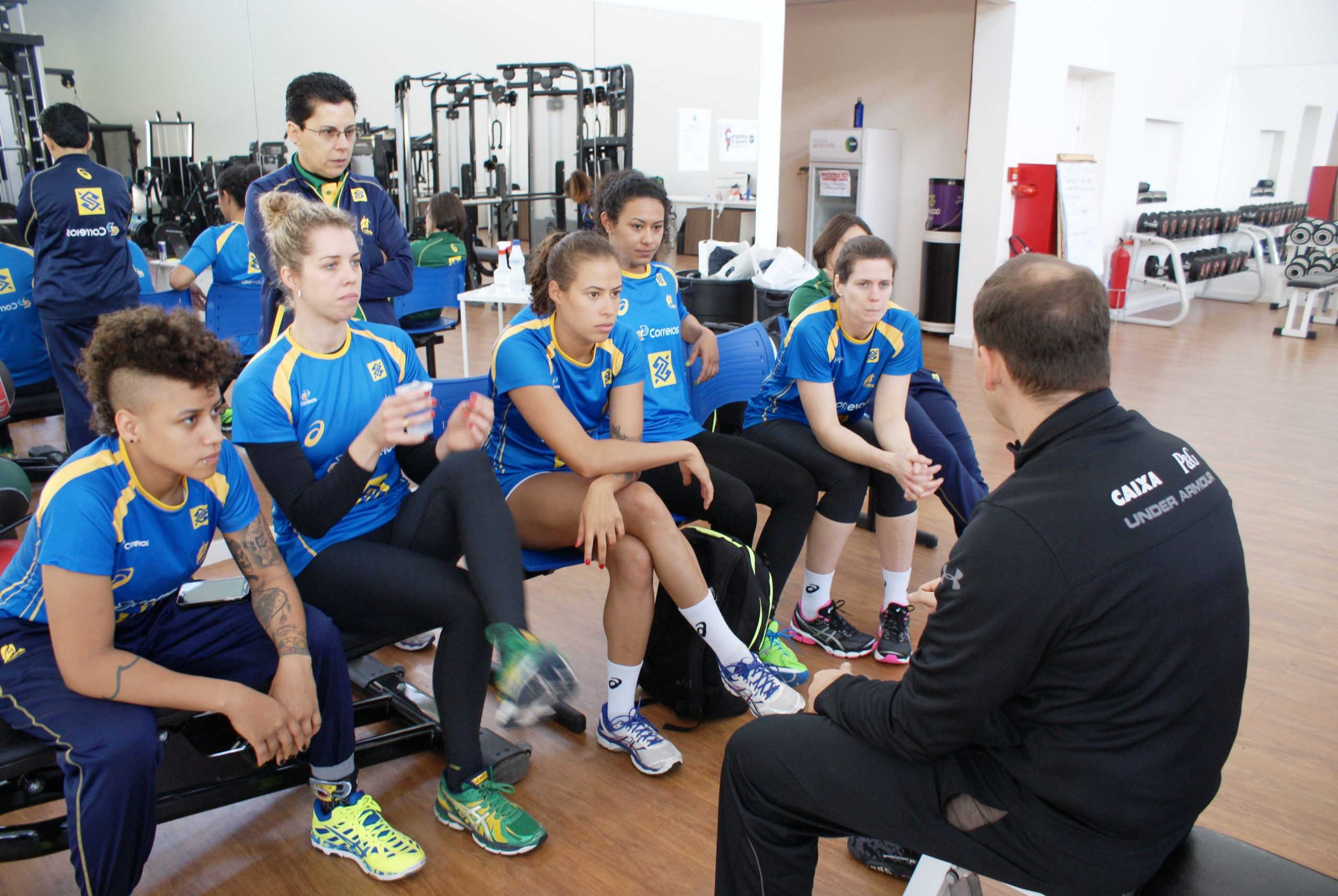 Restante da seleção de handebol feminino é avaliada antes da viagem para o Pan-Americano