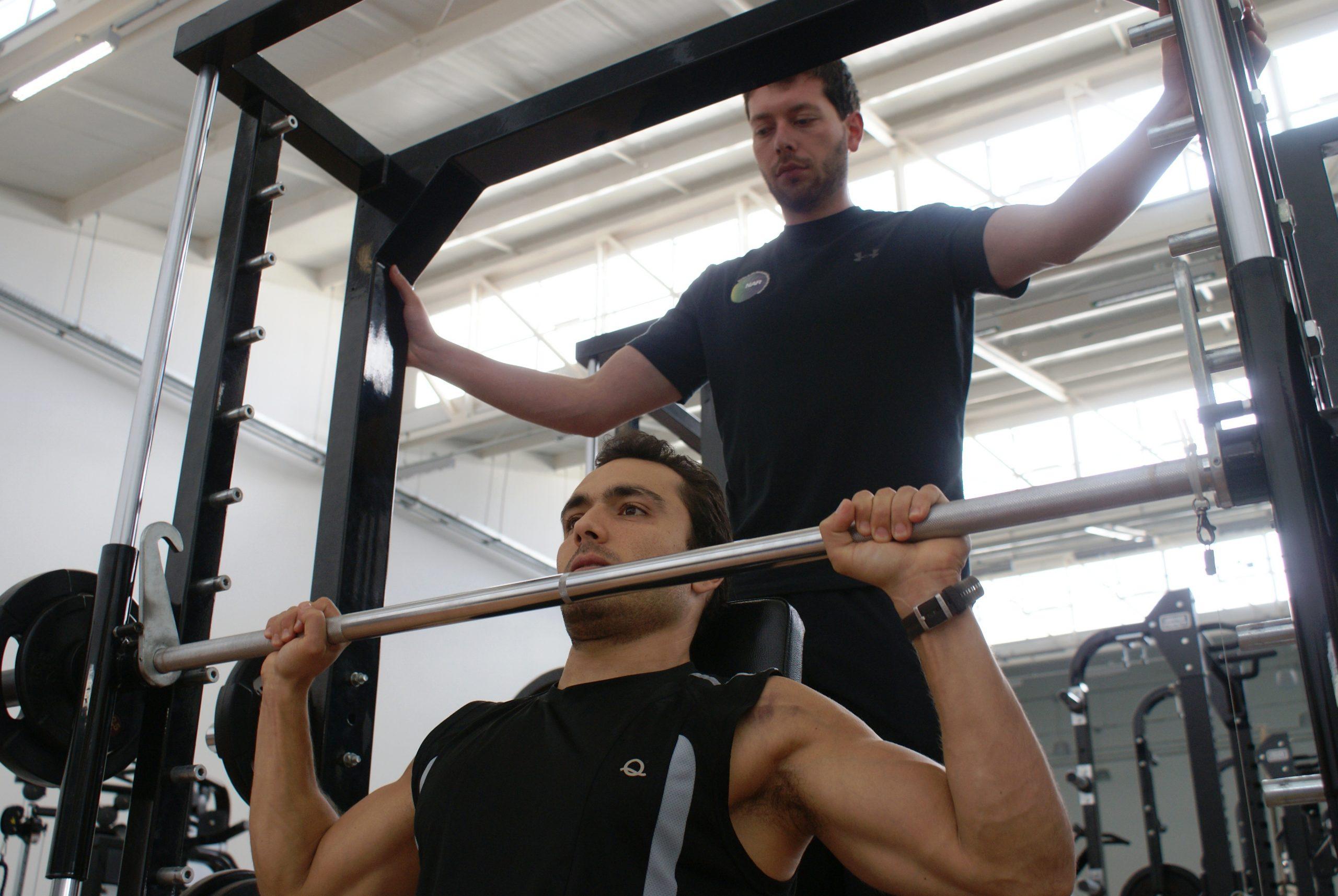 Em preparação para o campeonato brasileiro, remador paralímpico Lucas Pagani é avaliado no NAR