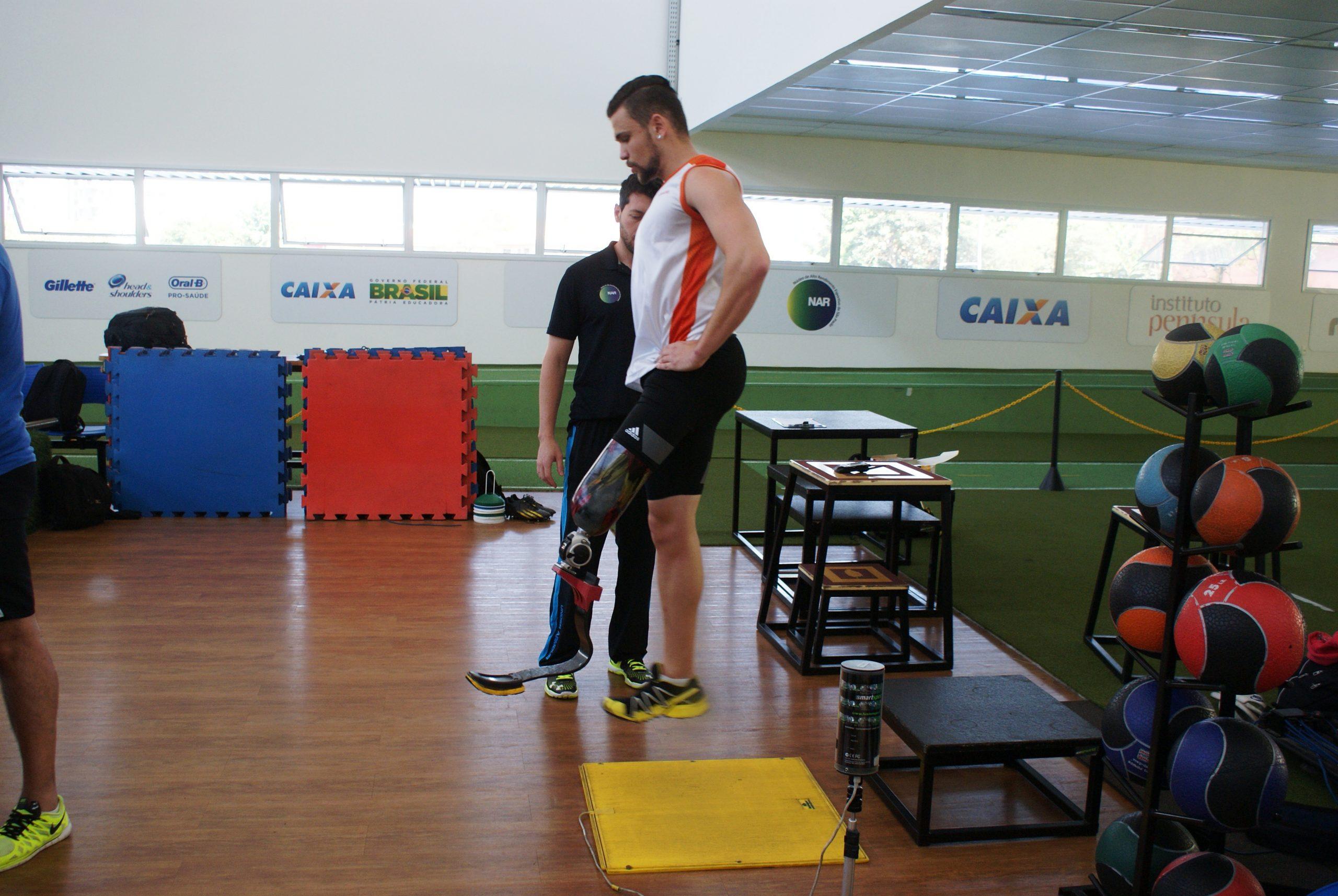 Velocistas paralímpicos fazem suas estreias no NAR