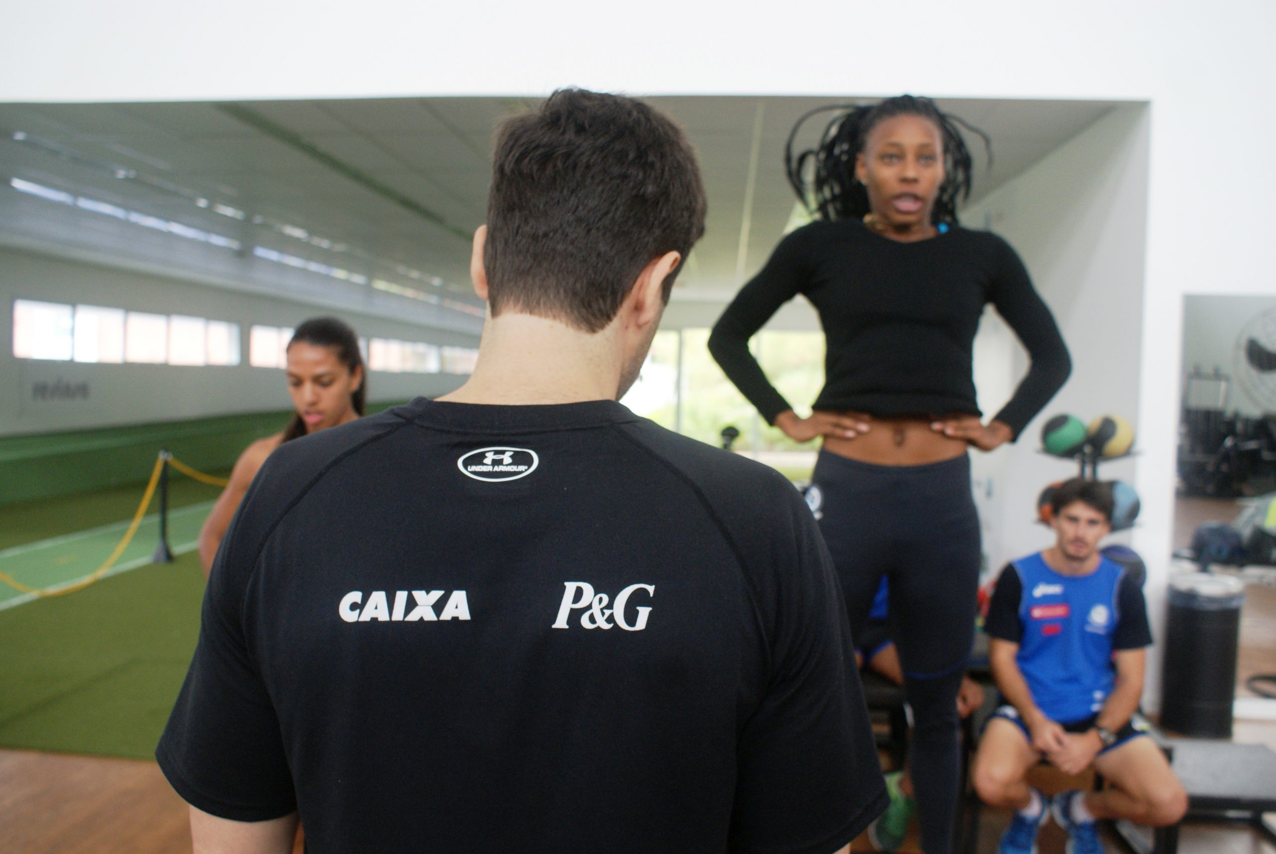 Atletas de salto com vara do Clube Pinheiros retornam ao NAR