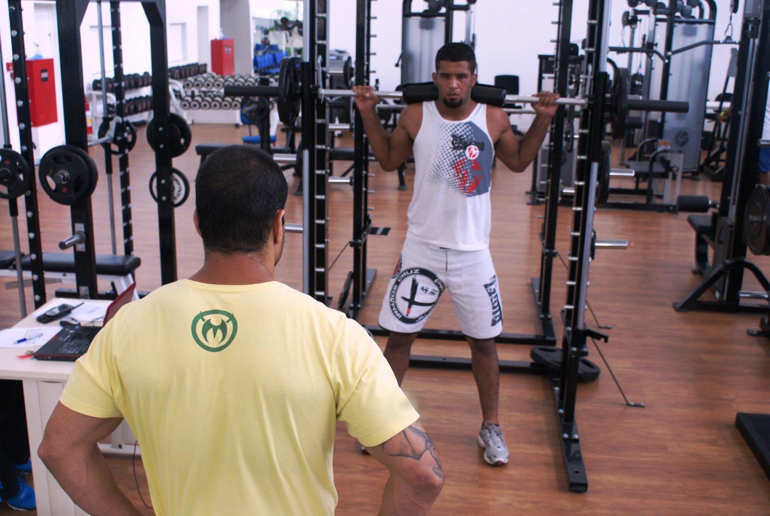 Atletas de MMA Márcio Saga e Raphael Ribeiro são avaliados no NAR