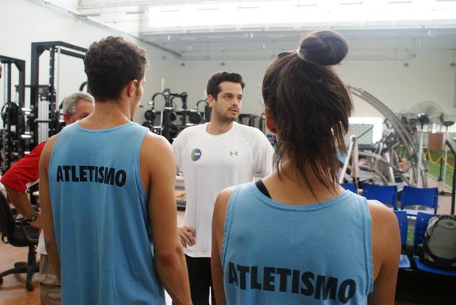 Jovens saltadores do Centro Olímpico são avaliados no NAR