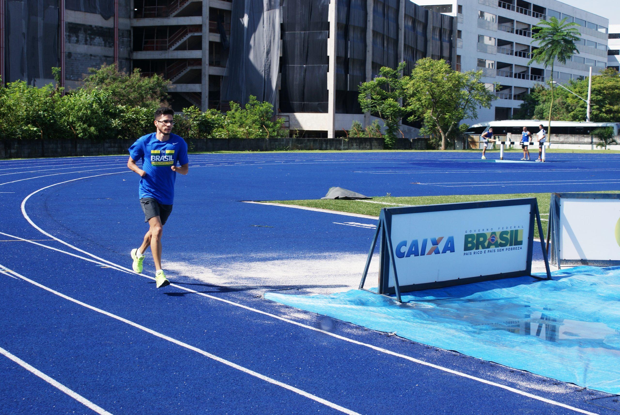 Atletas paralímpicos retornam das férias após medalhas no Mundial de Doha