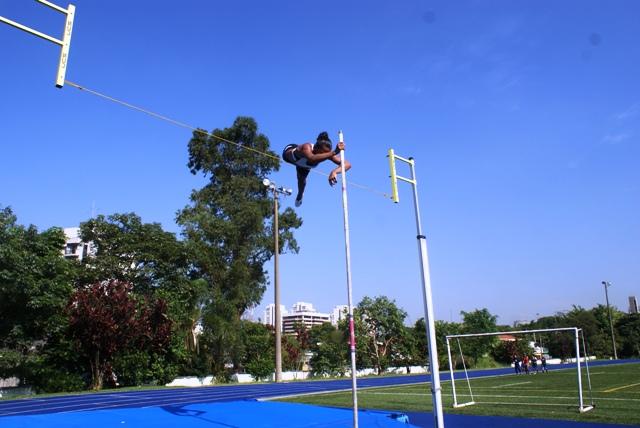NAR inicia novo estudo com atletas de salto com vara do Clube Pinheiros