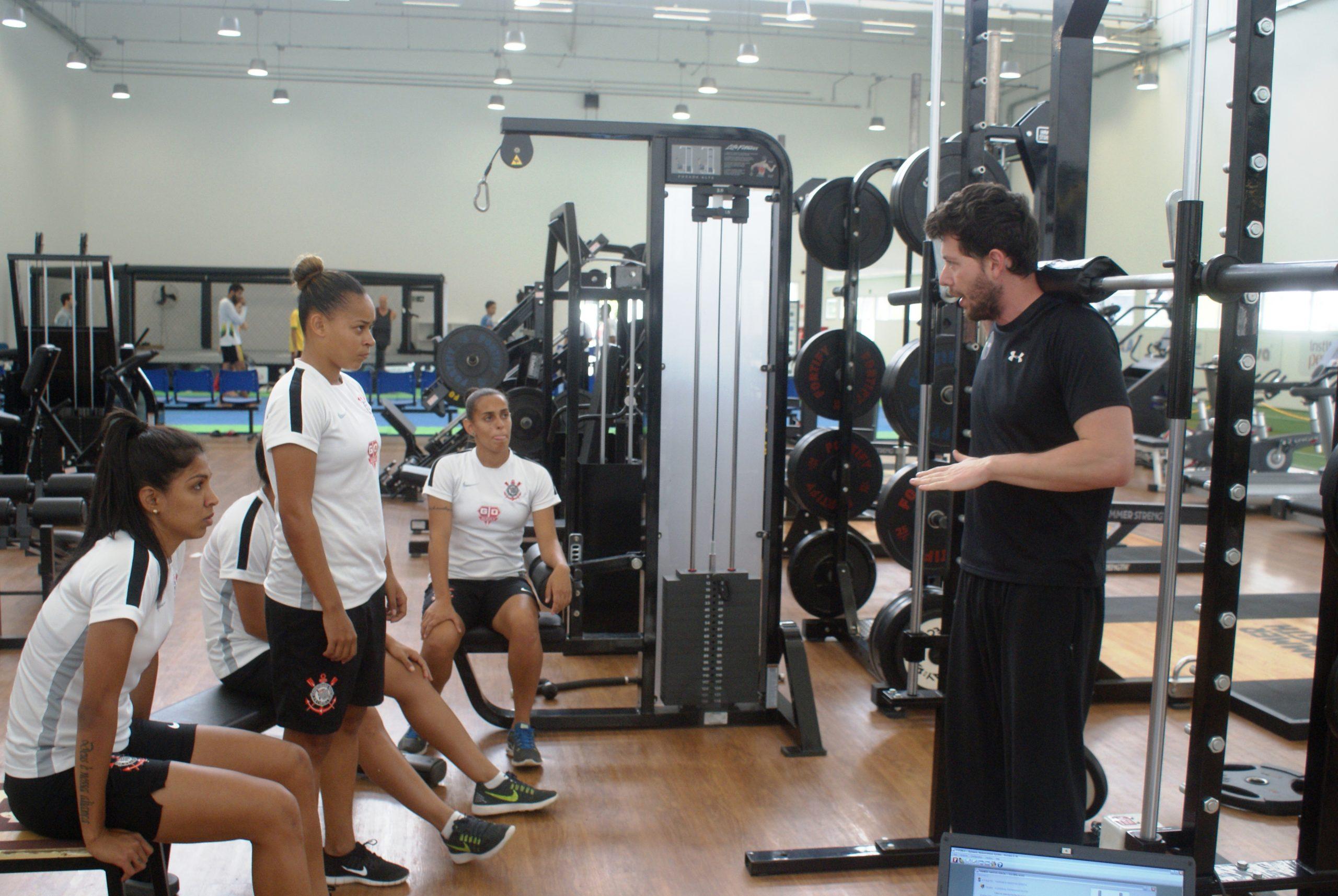 Atletas de futebol feminino do Corinthians Osasco Audax comparecem ao NAR mais uma vez para a continuação de um estudo científico