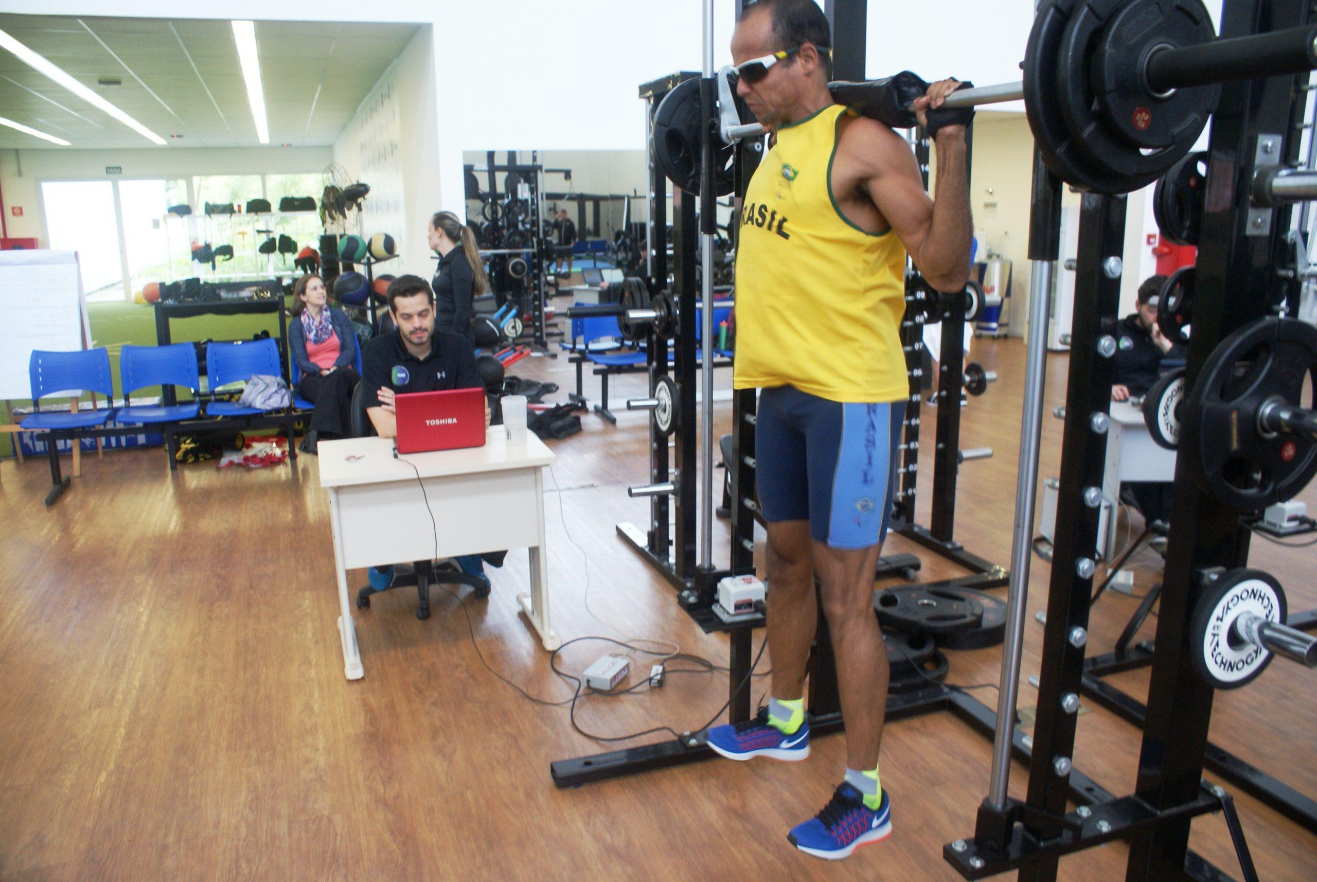 Seleção de atletismo paralímpico continua preparação no NAR