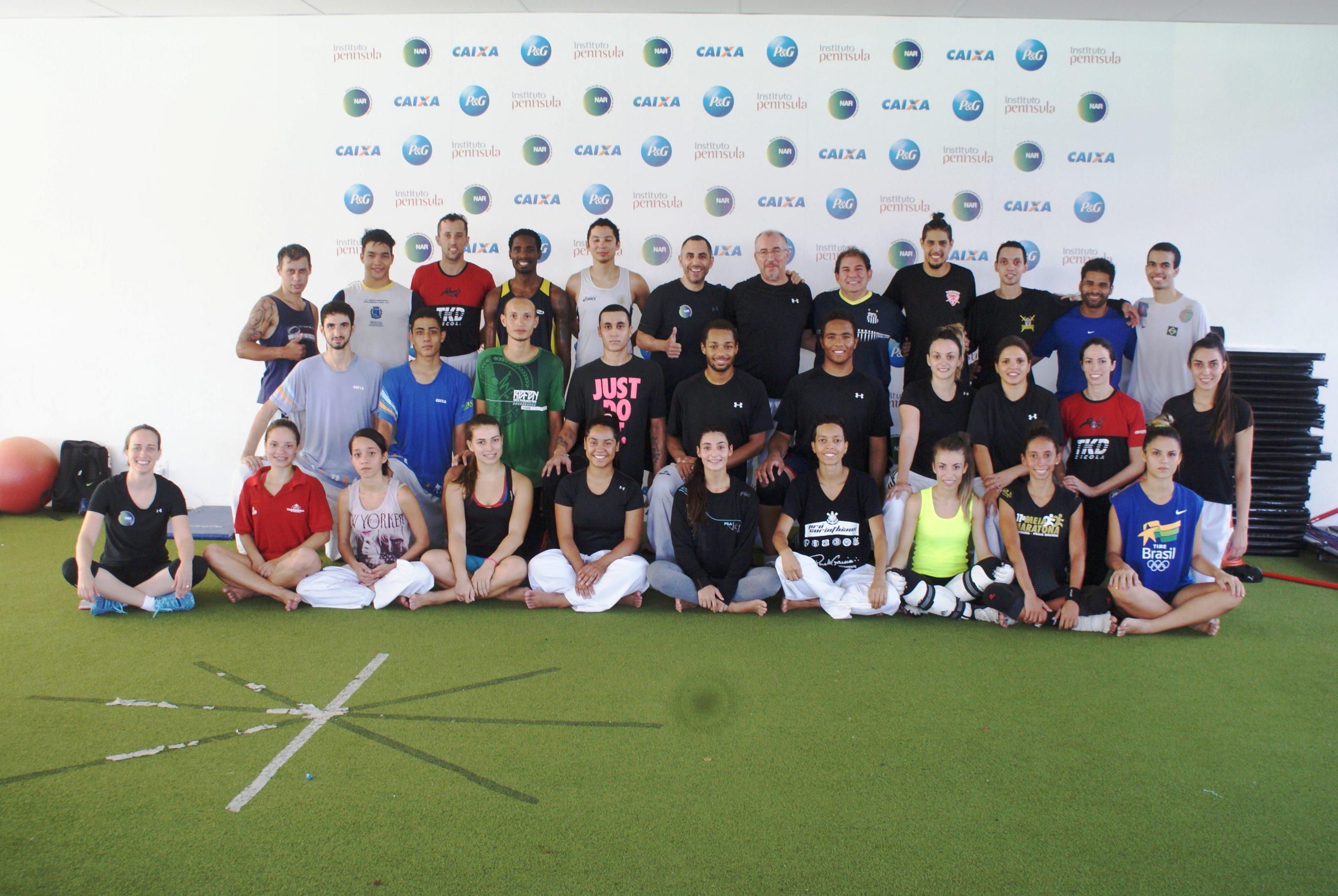 Equipe Carlos Negrão-de taekwondo recebe técnico da seleção brasileira de juniores e sua equipe no NAR