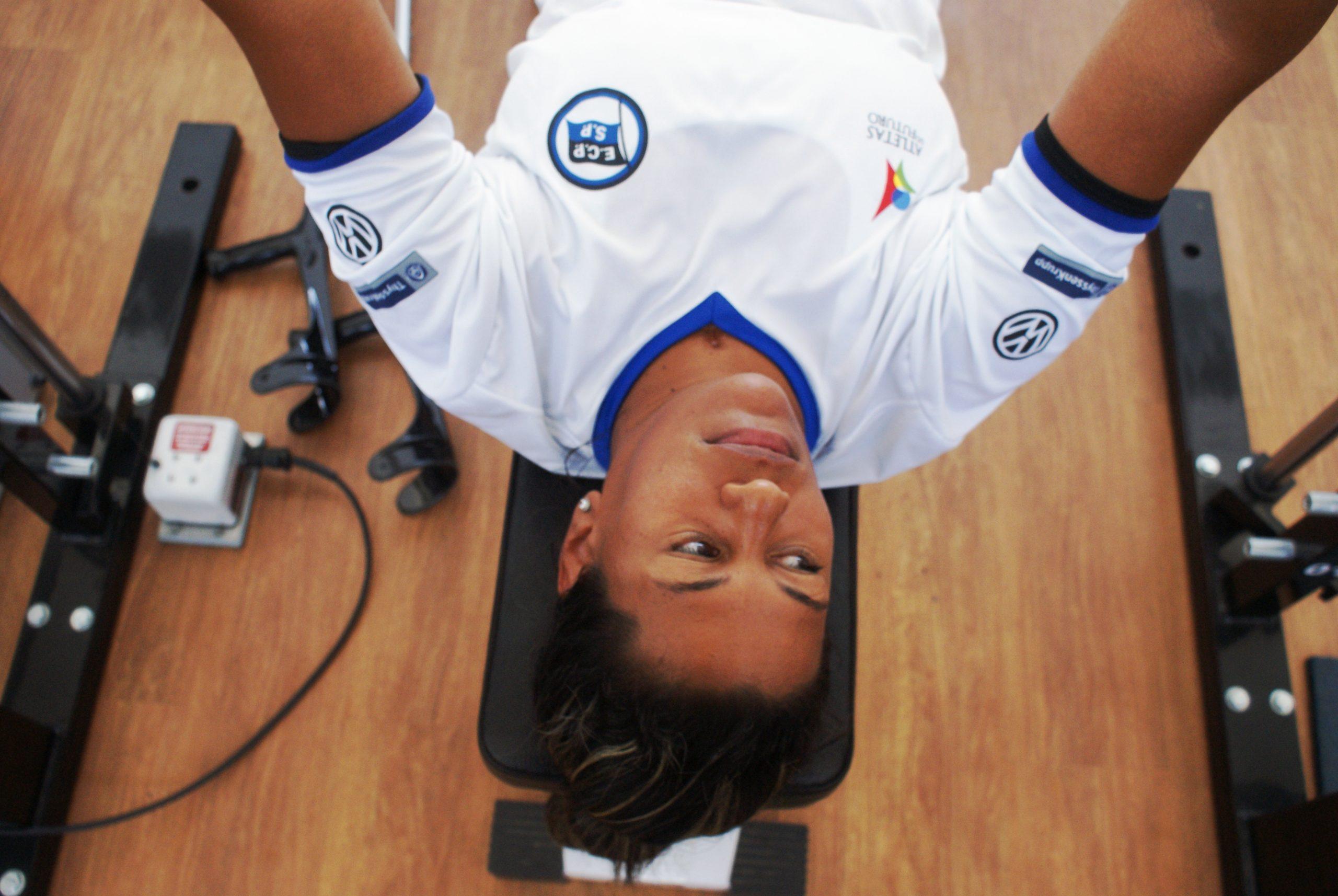 Já classificada para os Jogos Paralímpicos e retornando de lesões nos pulsos, Cláudia Santos é avaliada no NAR