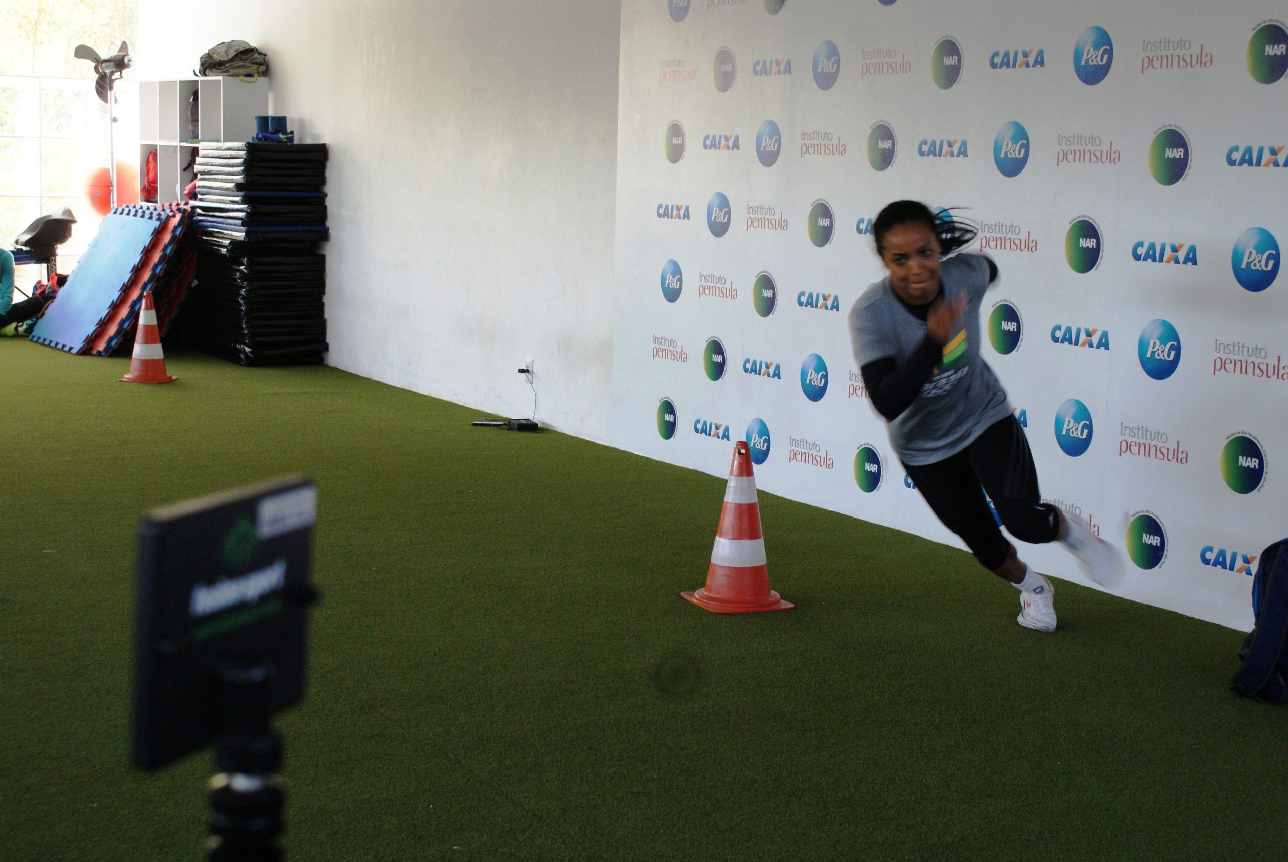 Joselane Santos continua acompanhamento físico no NAR