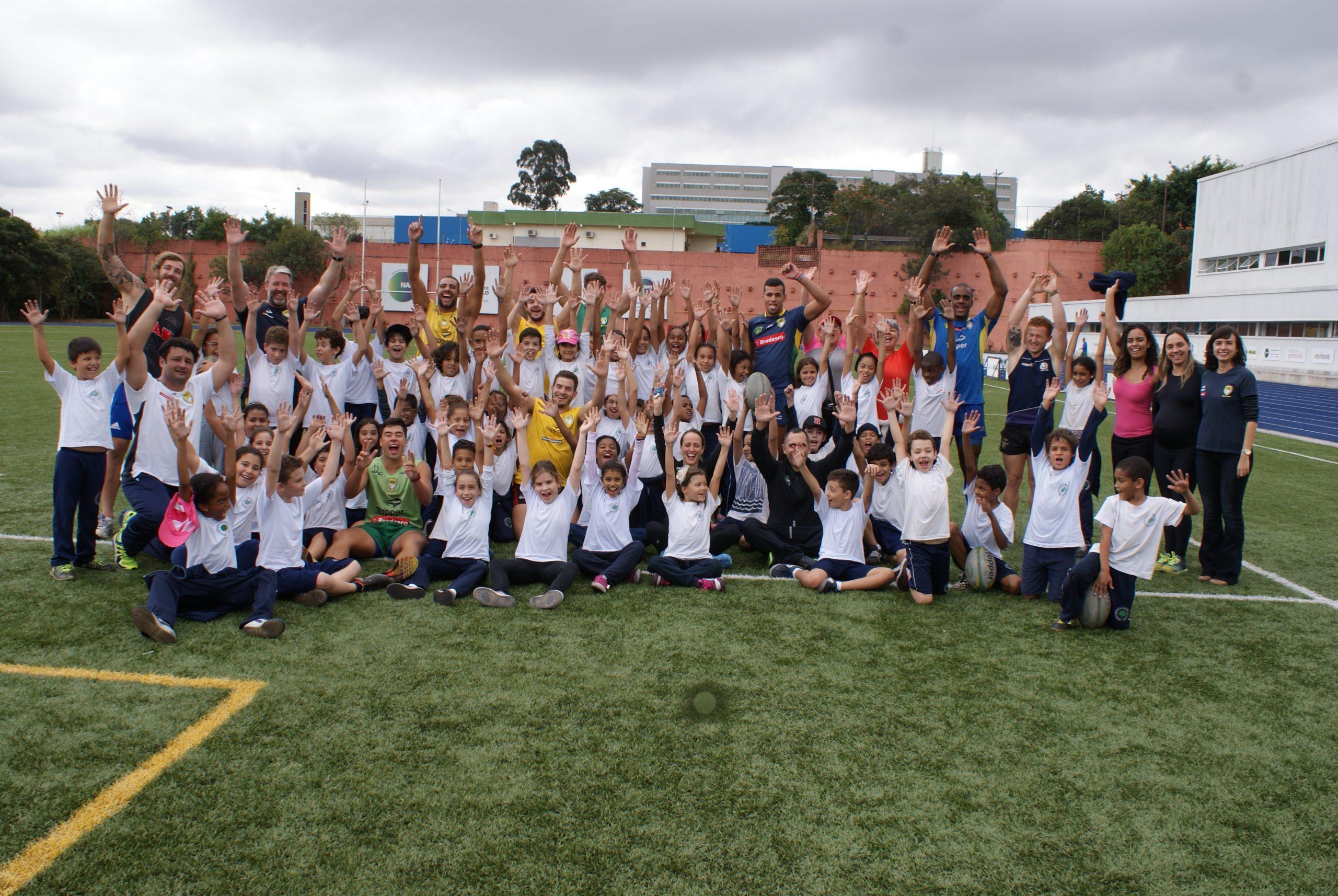 Alunos da Escola Brasílio Machado visitam o NAR e treinam rugby com seleção brasileira