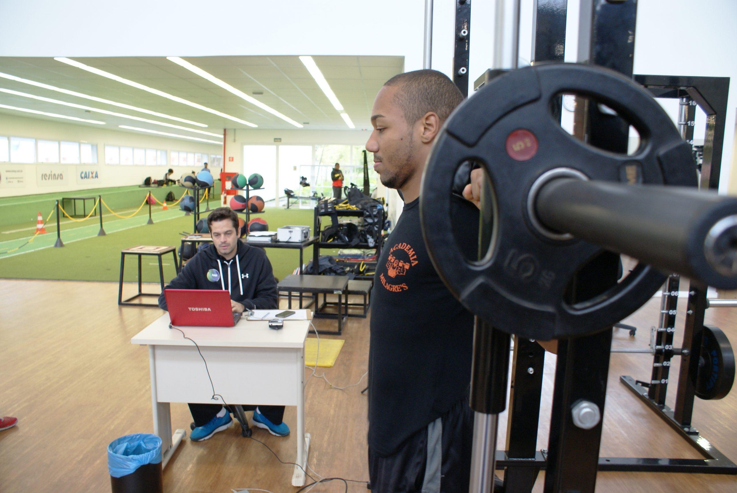 Equipe Carlos Negrão de taekwondo participa de avaliações no NAR
