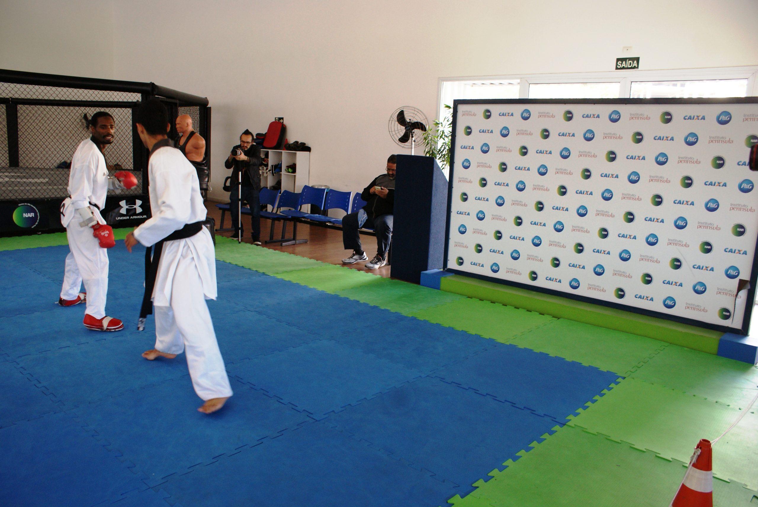 Equipe Carlos Negrão de taekwondo treina intensamente no NAR