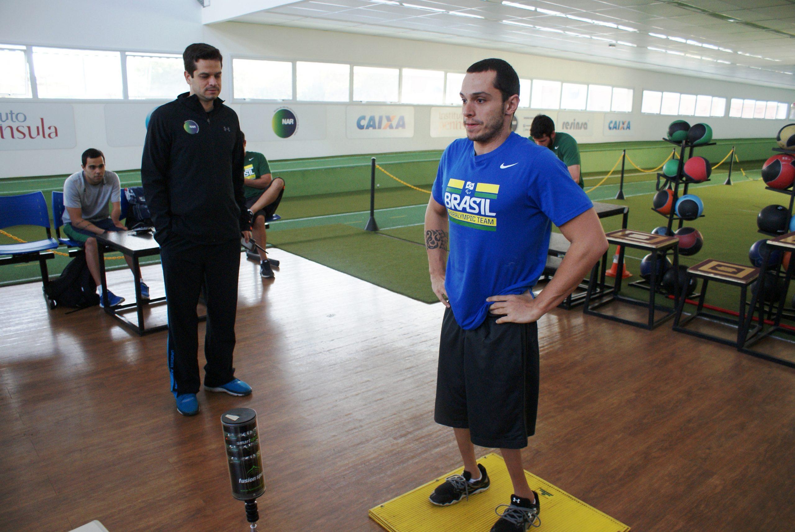 Em reta final, seleção brasileira de natação paralímpica é avaliada no NAR