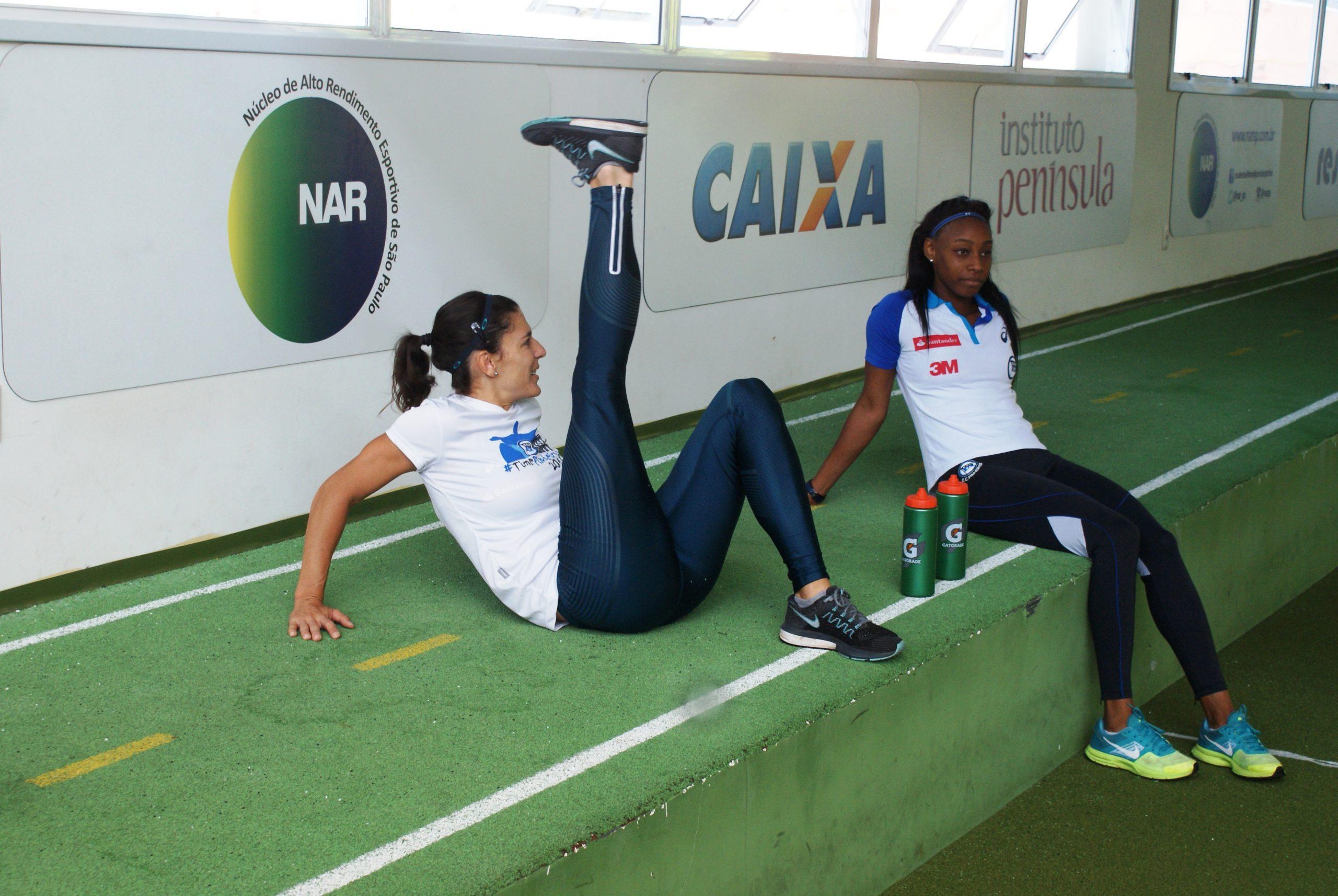 Atletas de salto com vara do Clube Pinheiros são avaliados no NAR