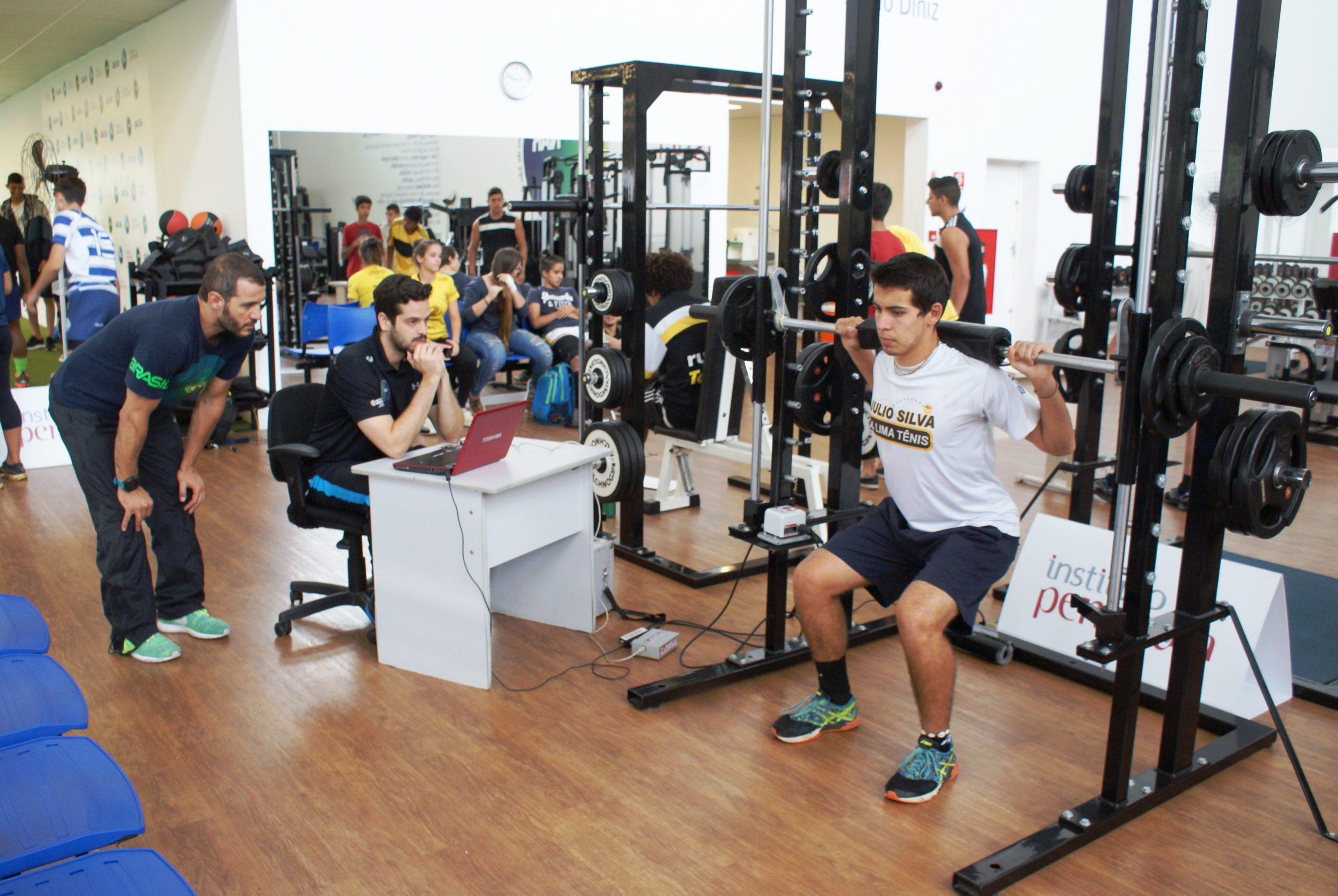 Campeão brasileiro de tênis é avaliado no NAR-SP