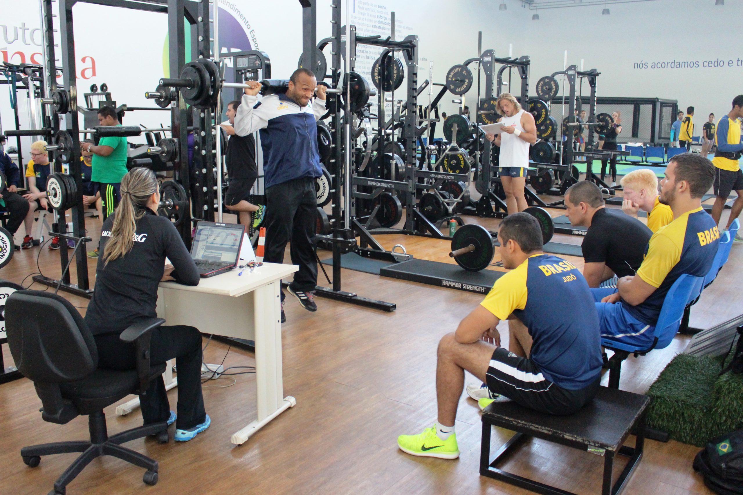 Com medalhistas do Rio-2016, seleção de judô paralímpico se prepara para Parapan