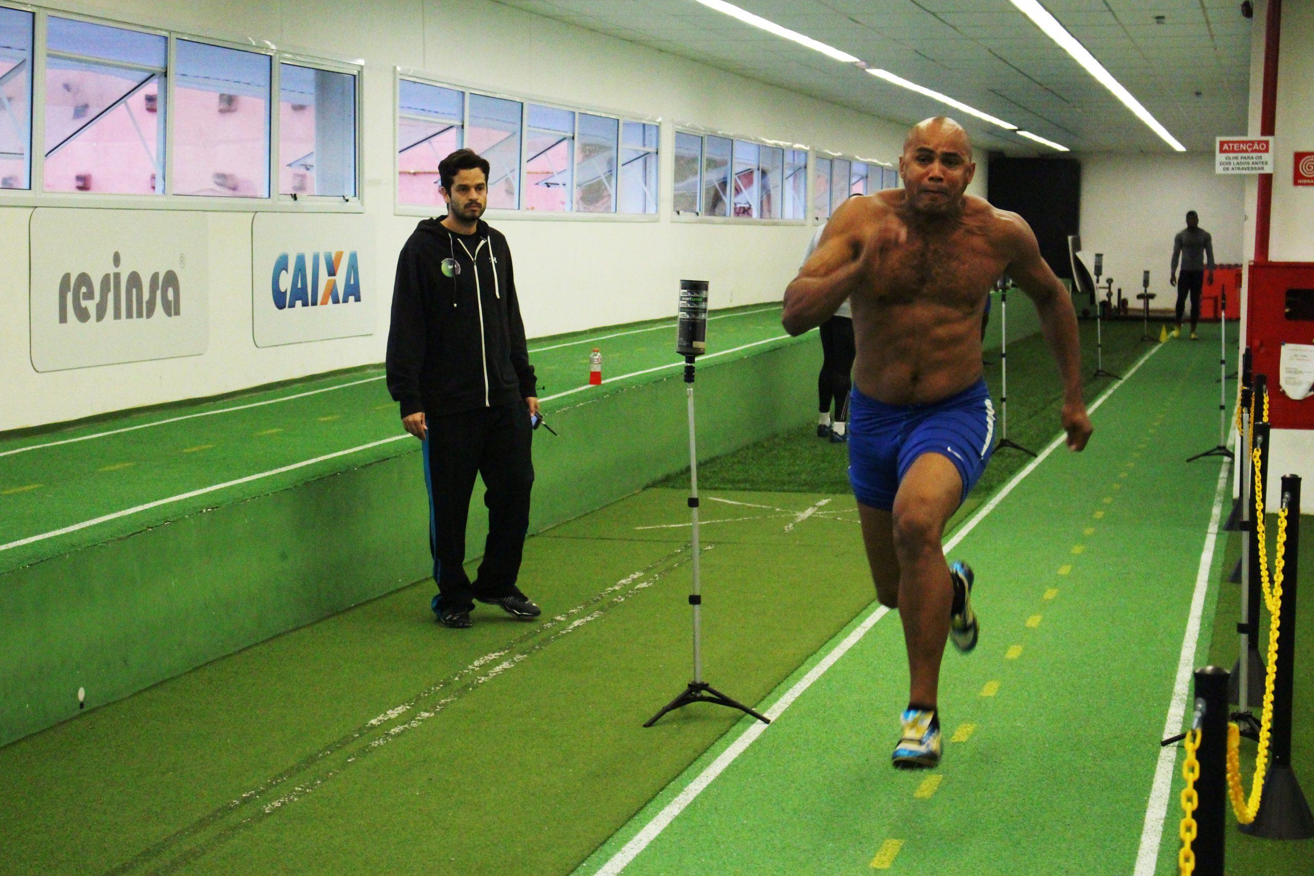 Seleção brasileira de bobsled passa por avaliação de velocidade no NAR-SP