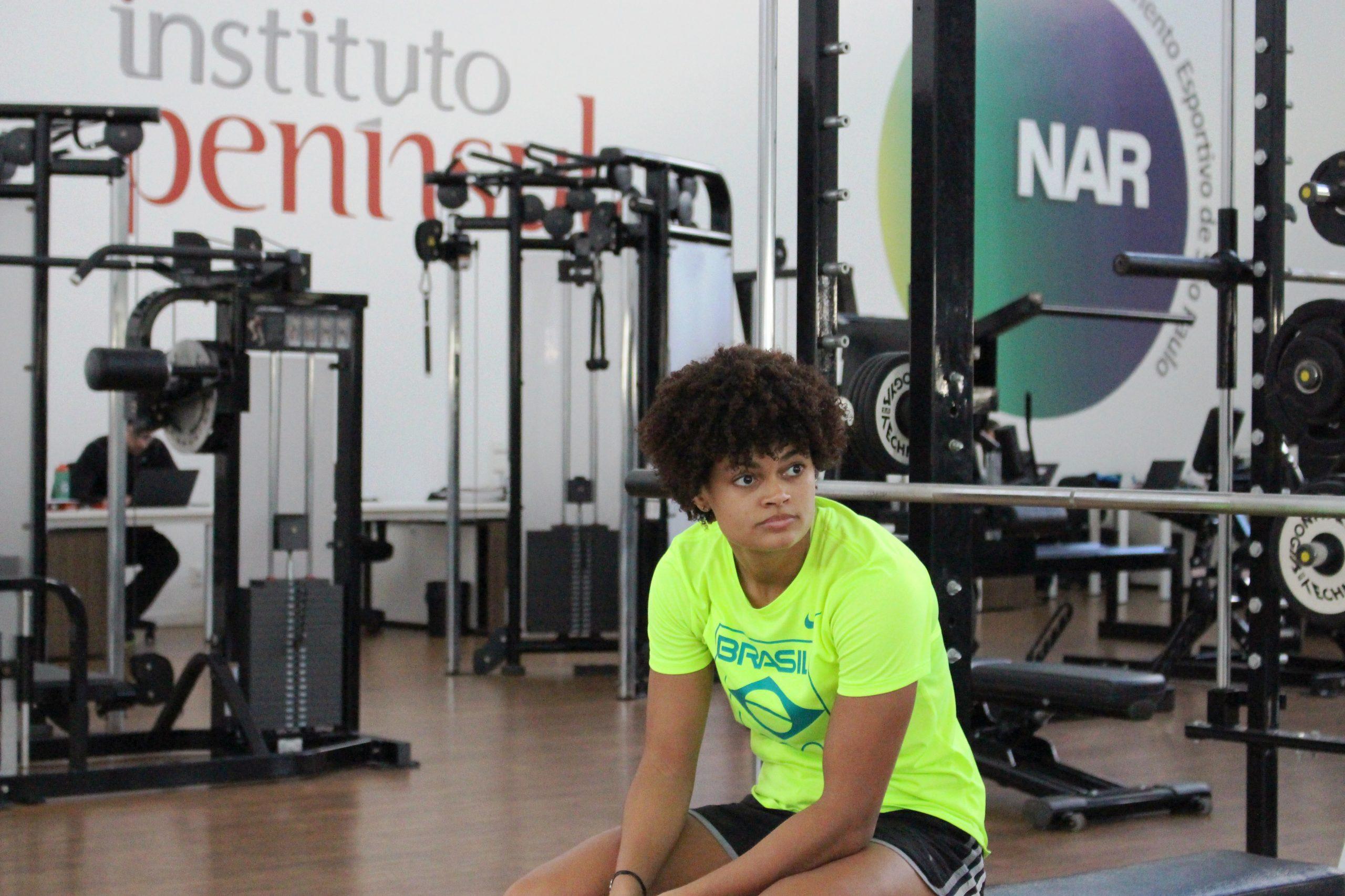 Bia Bulcão continua trabalho físico no NAR-SP