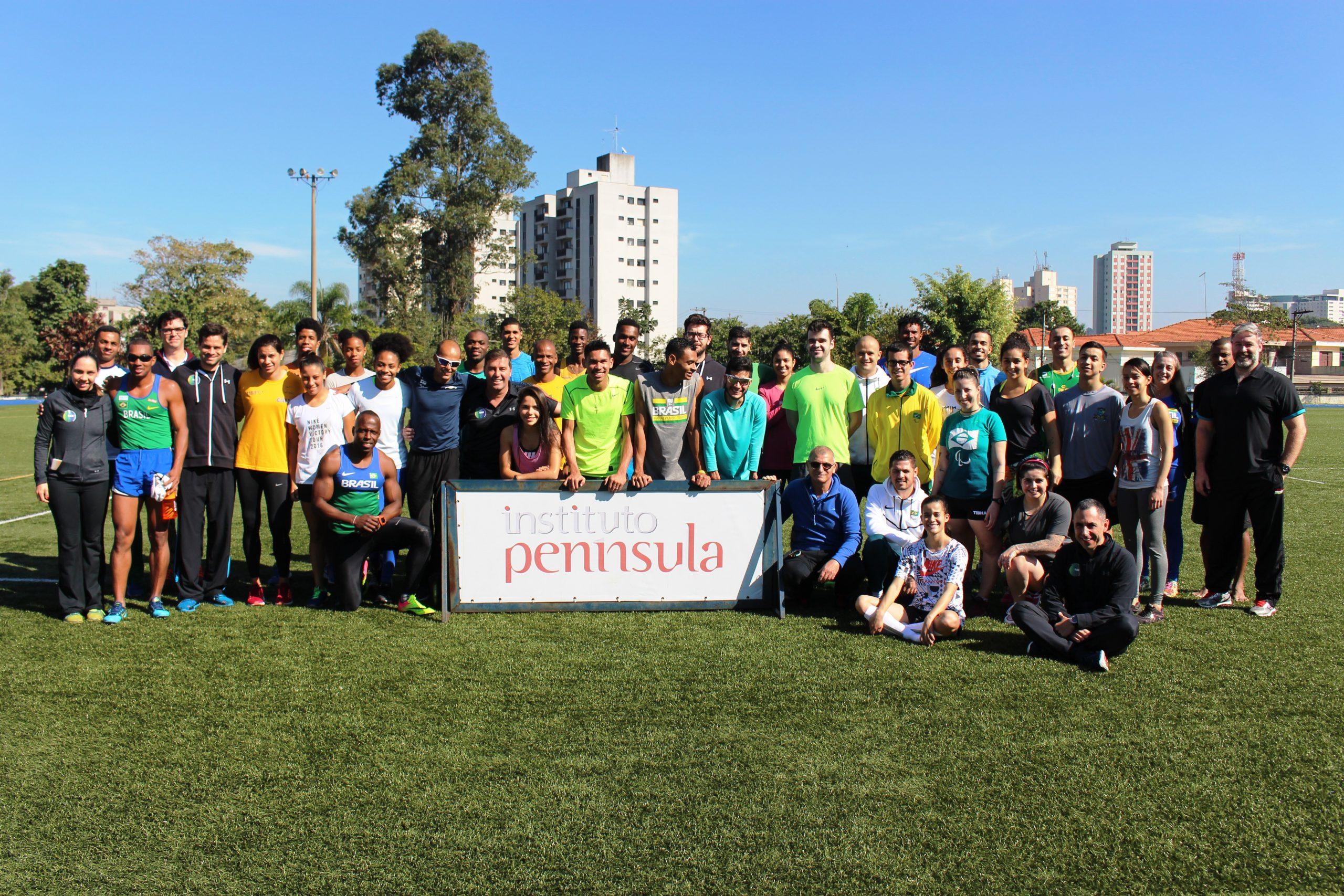 Com a presença de medalhistas paralímpicos, NAR-SP recebe atletas da seleção de tênis de mesa paralímpico