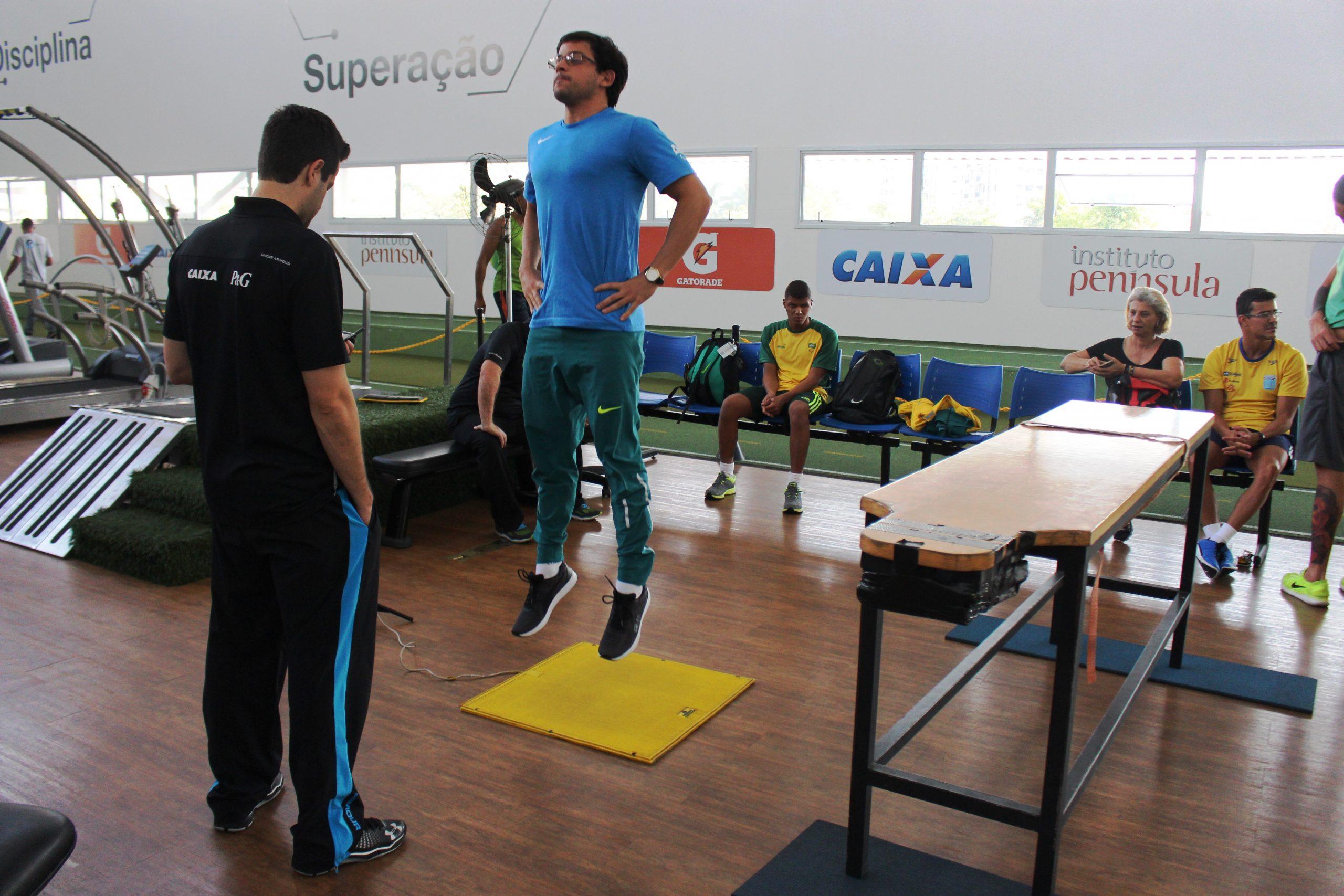 De olho no mundial, seleção de natação paralímpica segue preparação no NAR-SP
