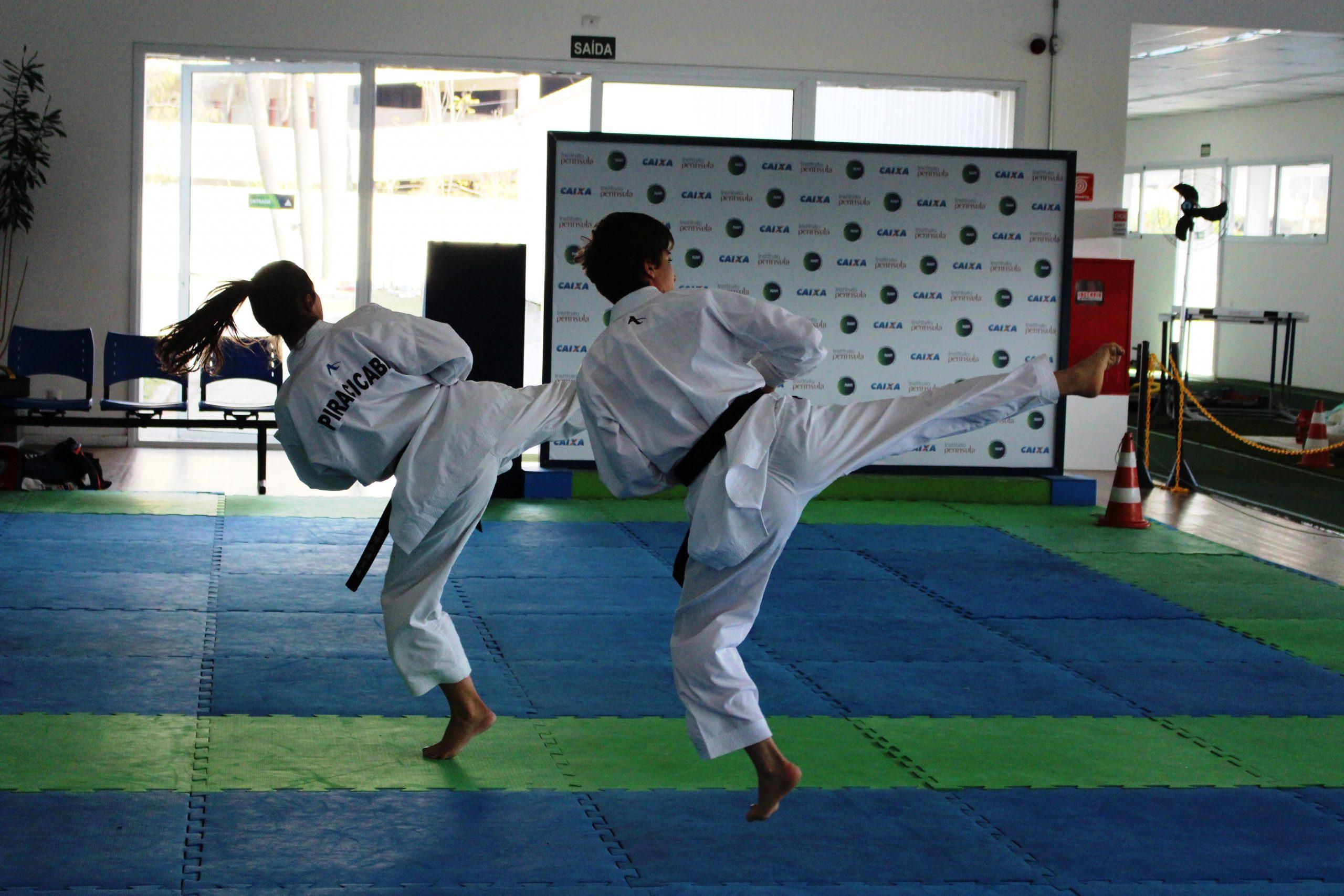Atletas da seleção de karatê se reúnem em São Paulo