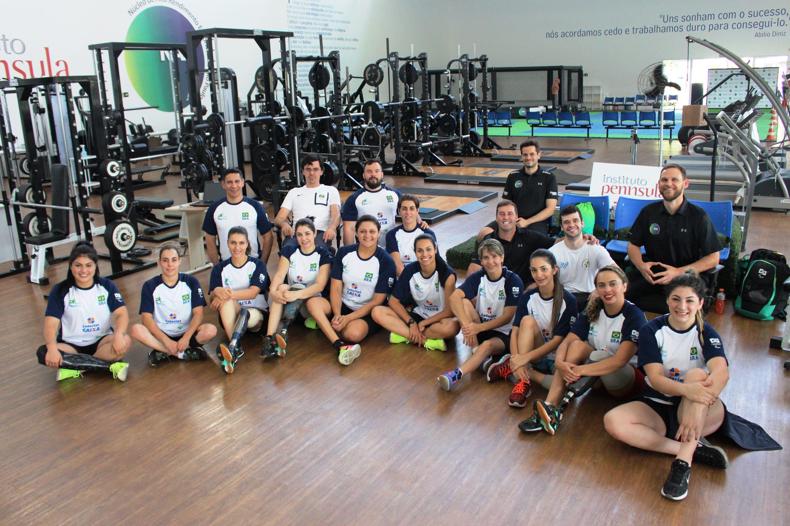 Medalhista nos Jogos Paralímpicos, seleção feminina de vôlei sentado é avaliada no NAR-SP