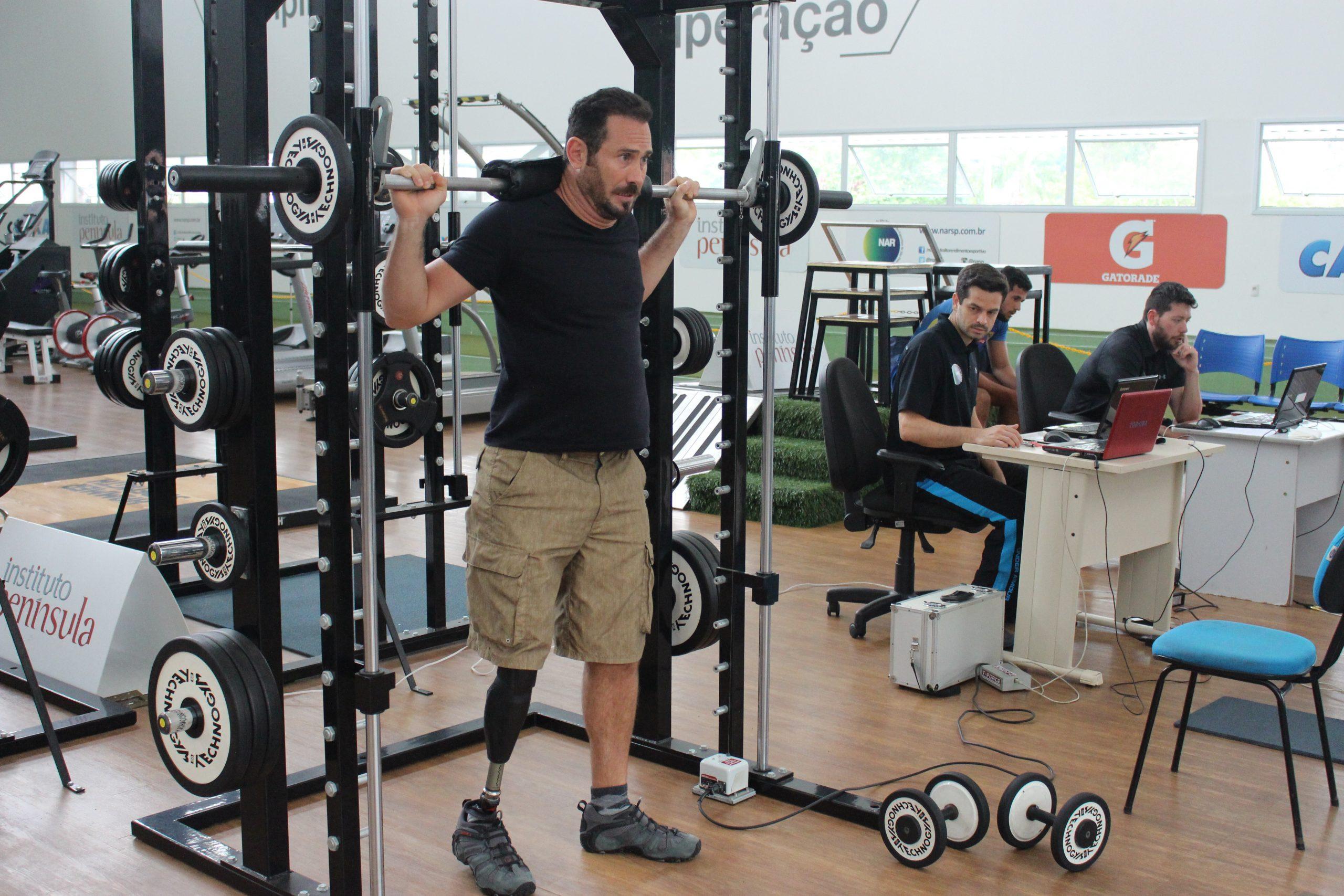 Atleta de Snowboard paralímpico André Cintra participa de avaliações no NAR-SP