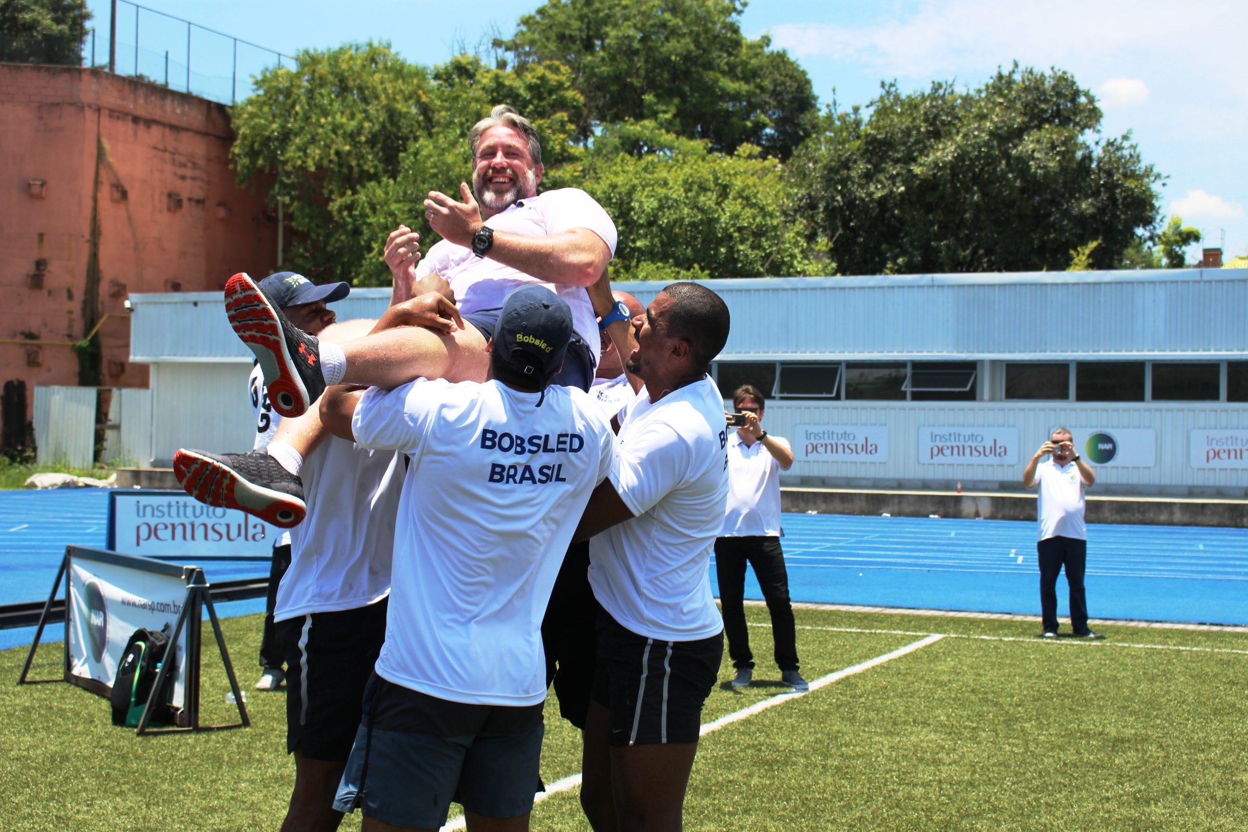 Seleção brasileira de bobsled recebe imprensa no NAR-SP