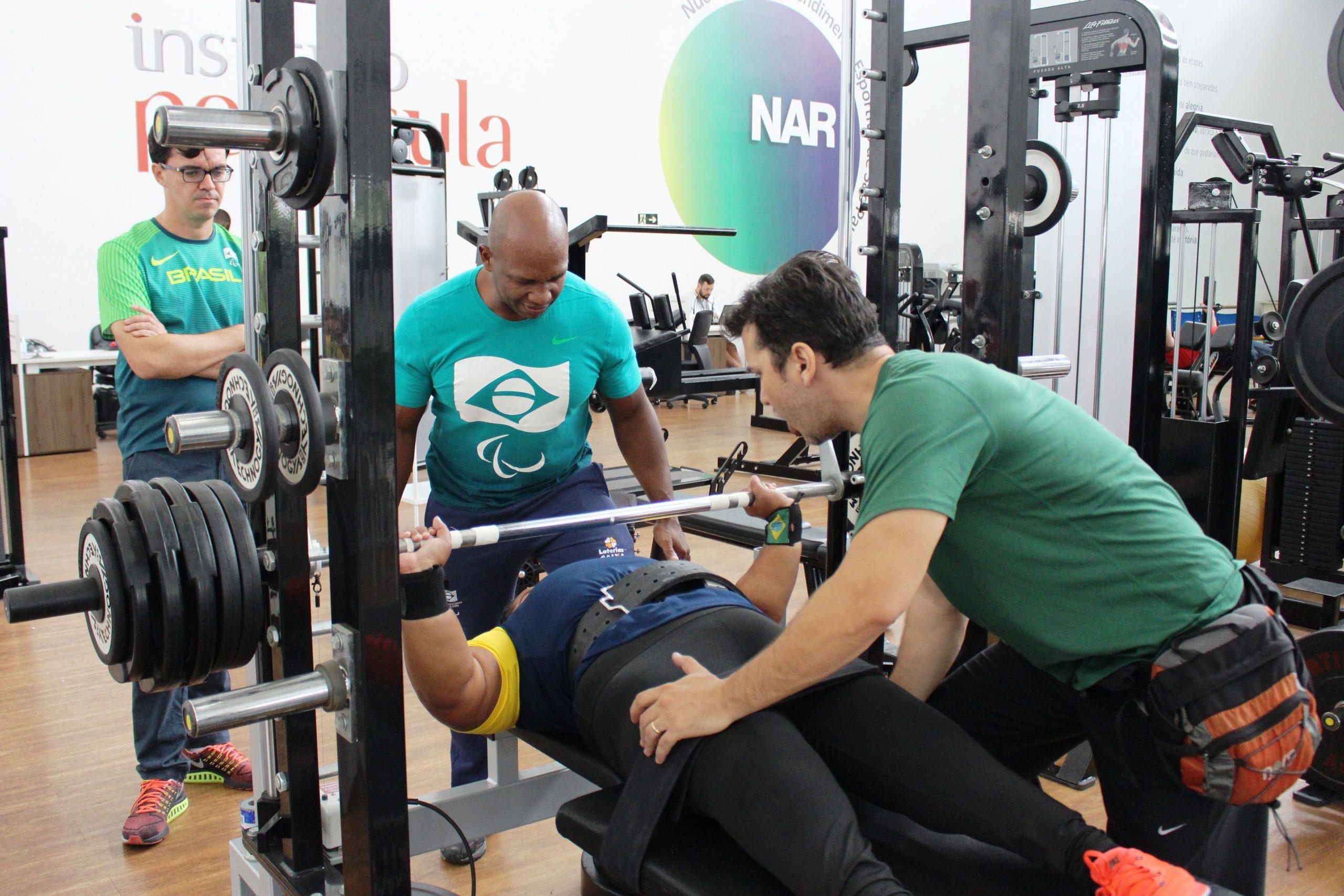 Seleção de halterofilismo paralímpico faz sua estreia no NAR-SP
