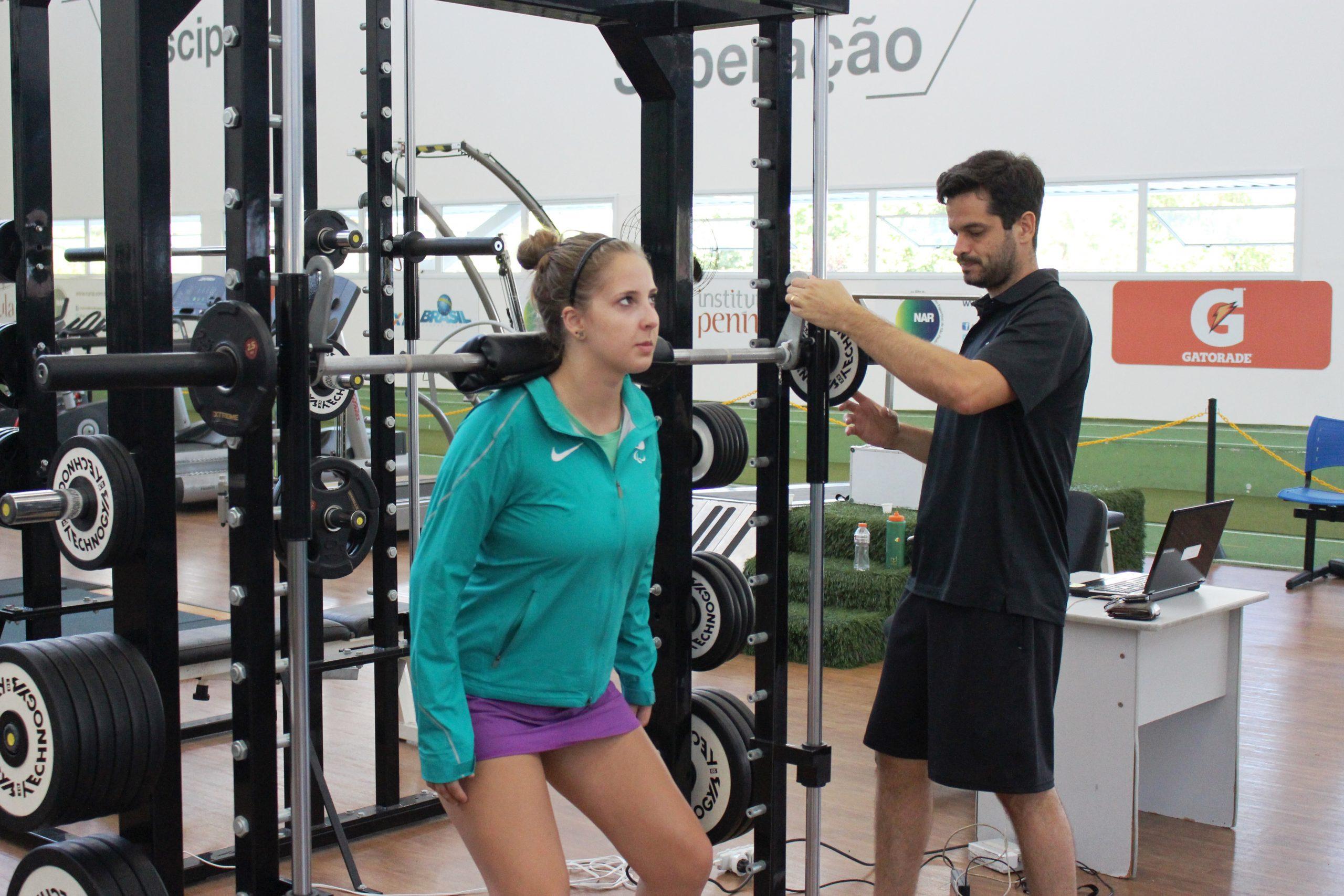 Tenistas de mesa paralímpicos são avaliados no NAR-SP