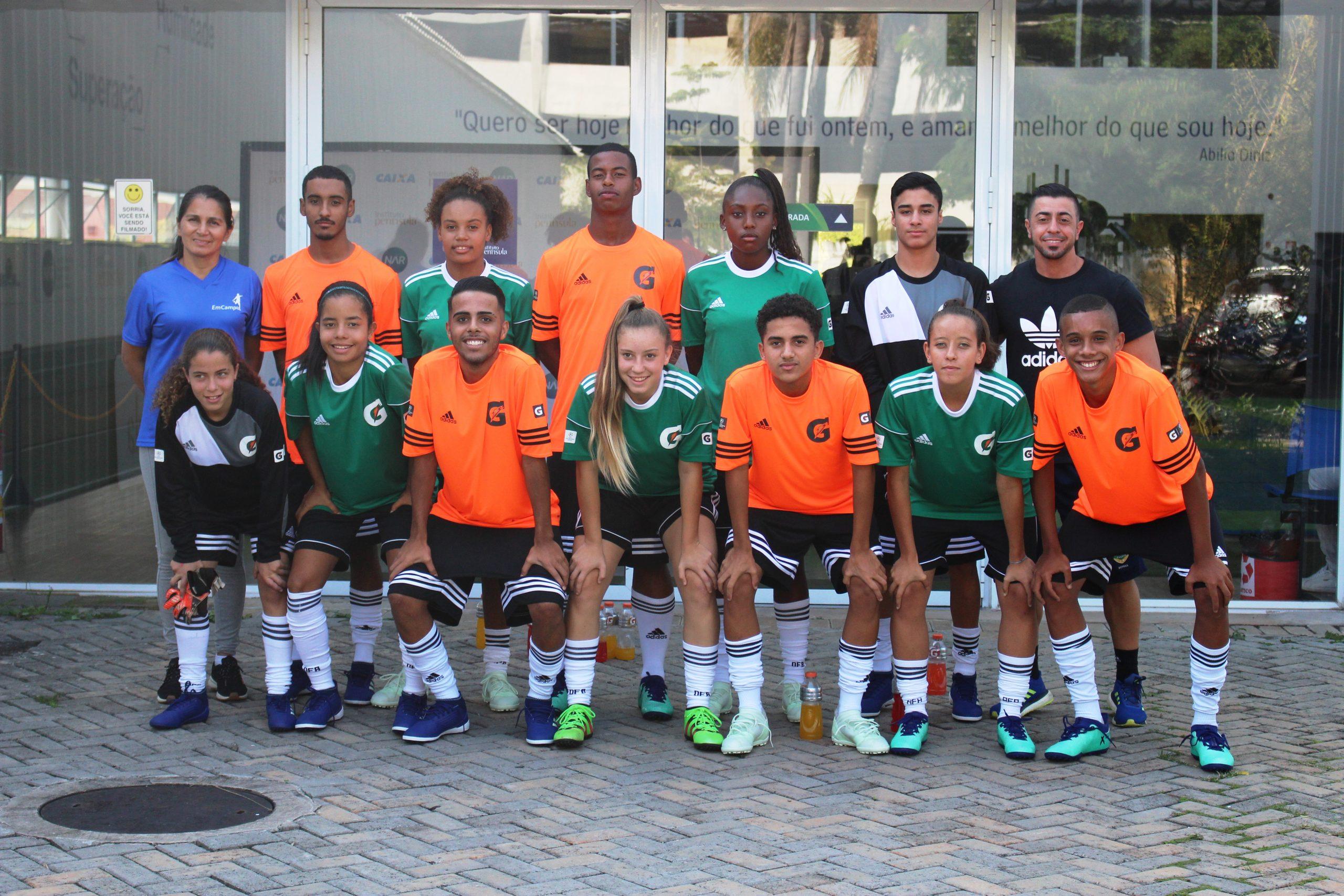 Pelo segundo ano consecutivo e desta vez com equipe feminina, vencedores do Campeonato de Futebol 5v5 Gatorade treinam no NAR-SP