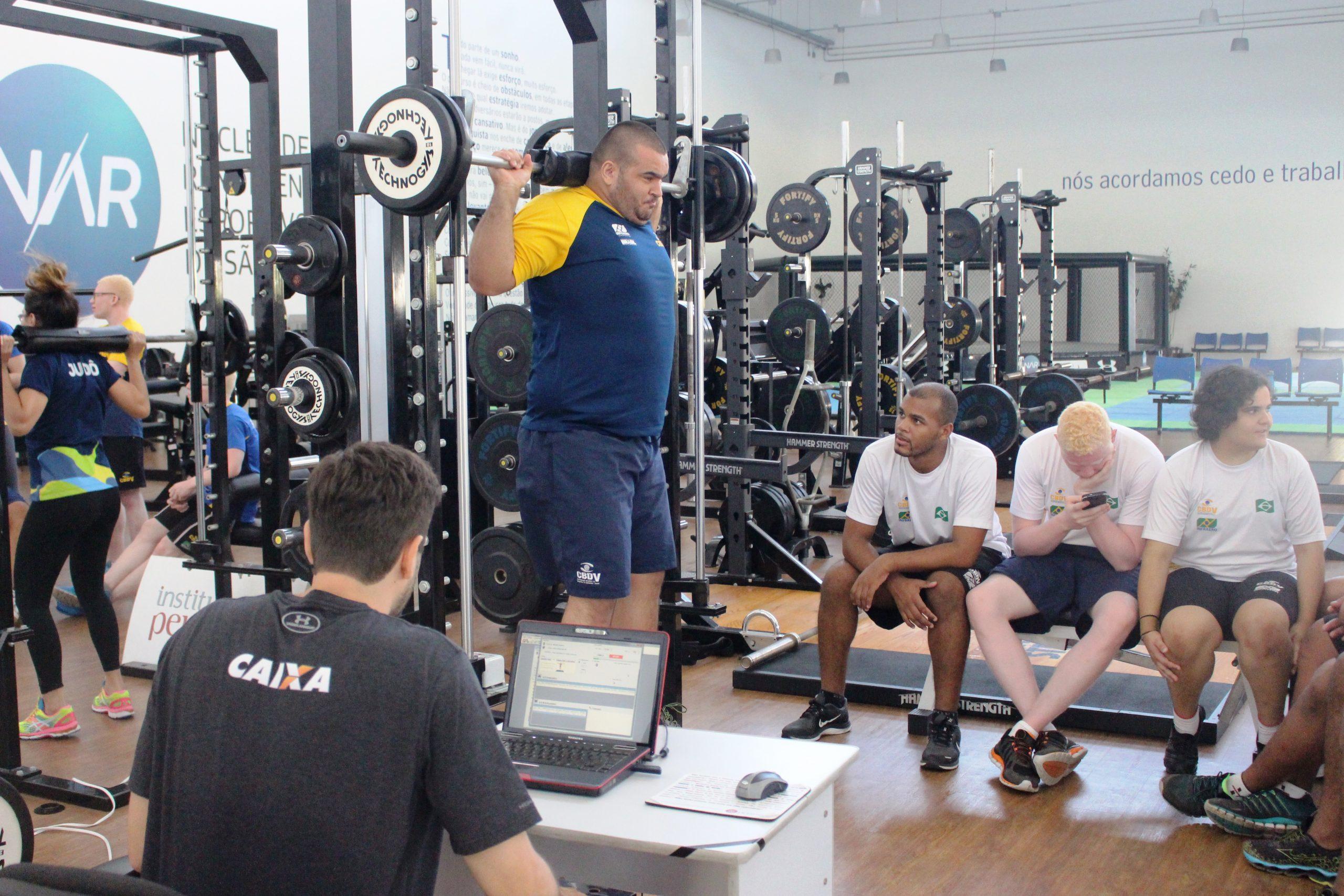Com a cabeça no Mundial em outubro, seleção paralímpica de judô continua preparação no NAR