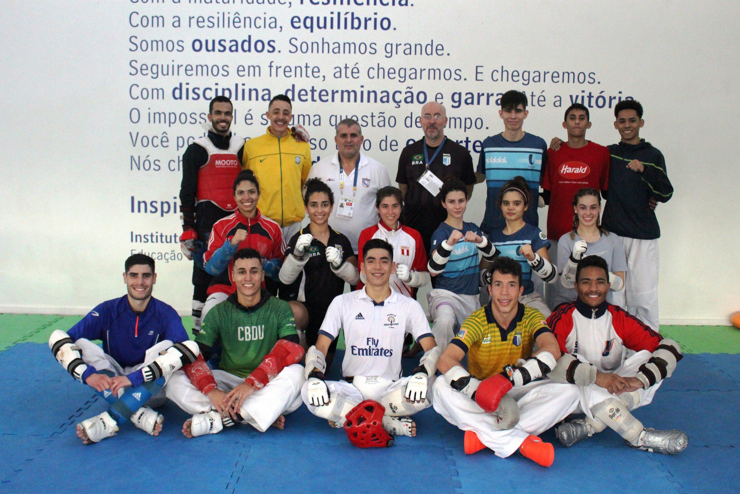 Atletas internacionais de taekwondo treinam com Equipe Carlos Negrão