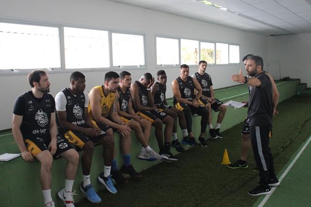 Mogi Basquete realiza testes físicos no NAR
