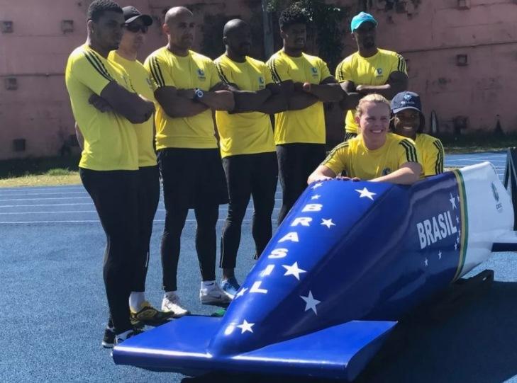 Visando Jogos de PyeongChang, equipe brasileira de bobsled apresenta nova pista