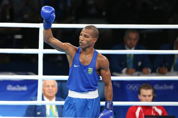 De olho no Cinturão, campeão olímpico de Boxe passa por avaliação