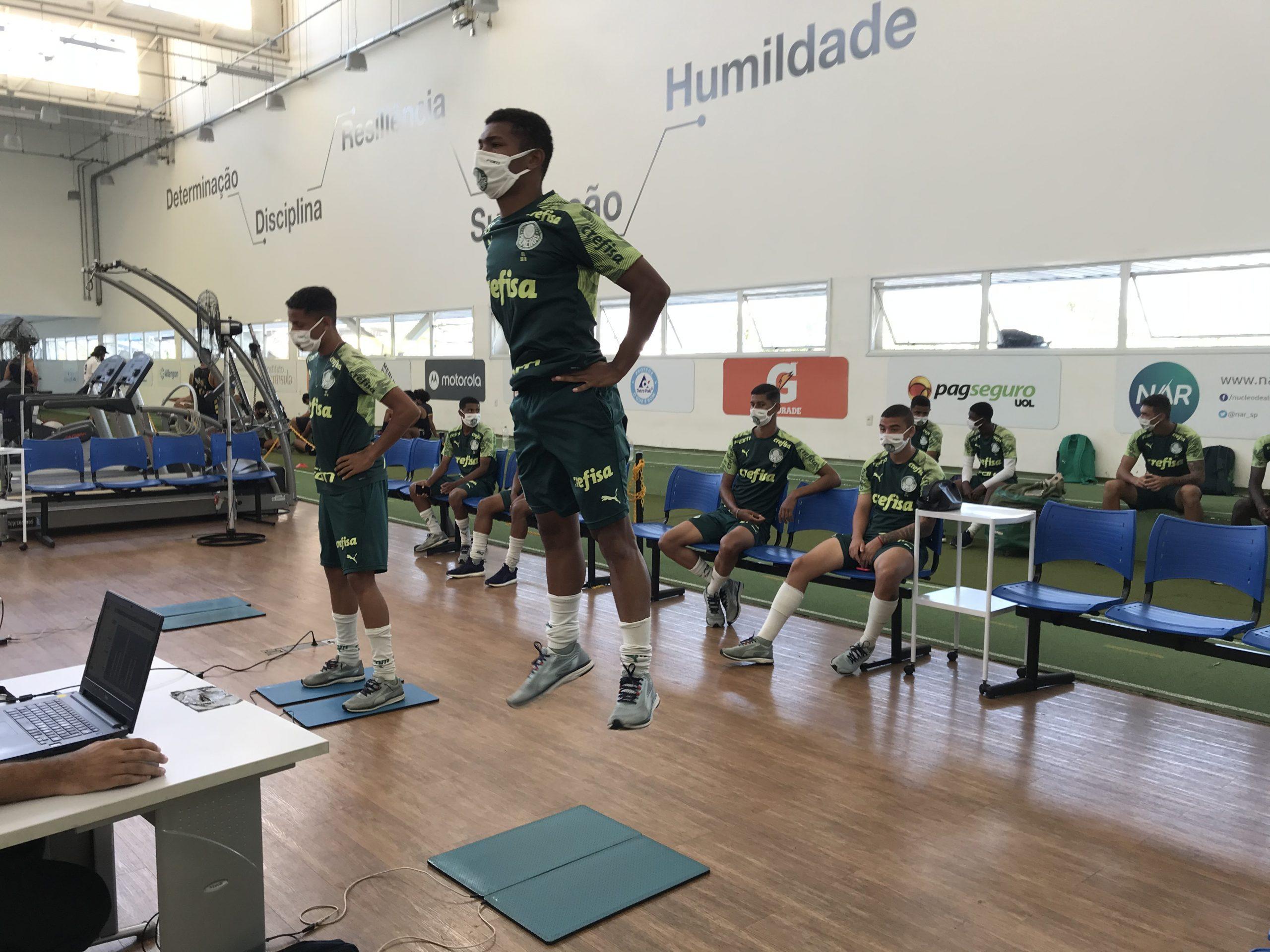 Categorias de base do Palmeiras realizam avaliações no NAR